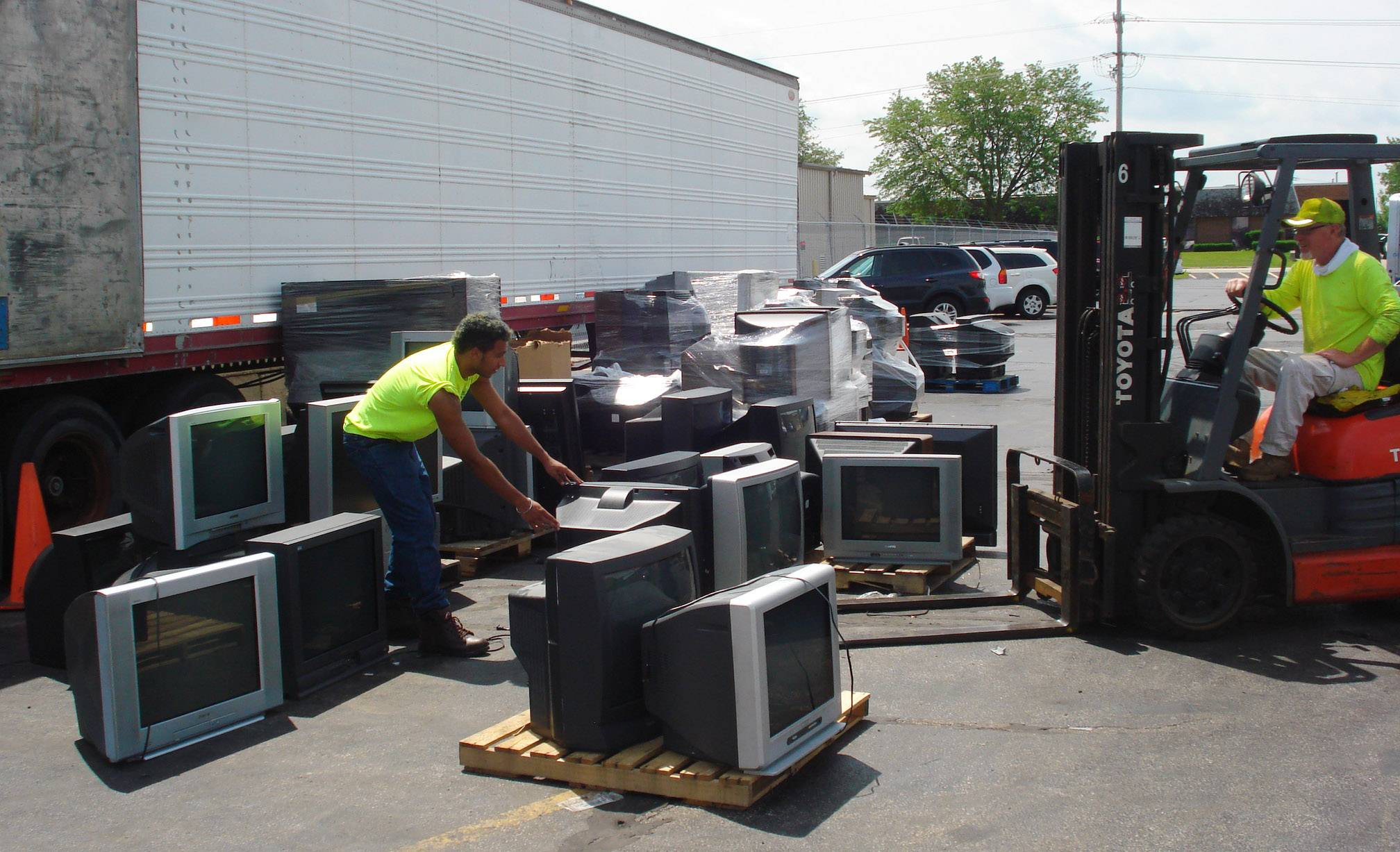Electronics drop-off overwhelming Wauconda Township
