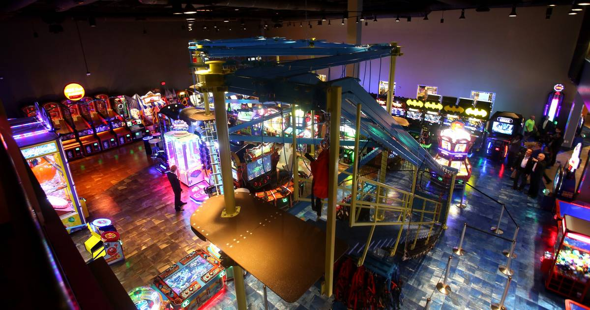 Bowling Laser Tag Complex Pitched For Hoffman Estates