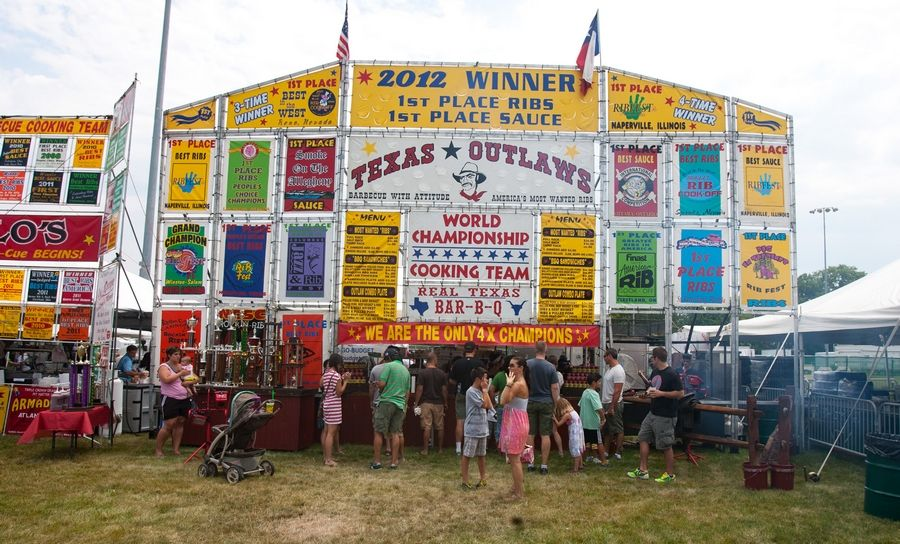 Texas Outlaws is one of several longtime ribbers at Ribfest in Naperville, but none of the vendors that sell slabs these days were around when the festival got its start in 1988. The ribber who started it all was Billy Bones, a Michigan man who had connections to former Naperville Park District Executive Director Glen Ekey.