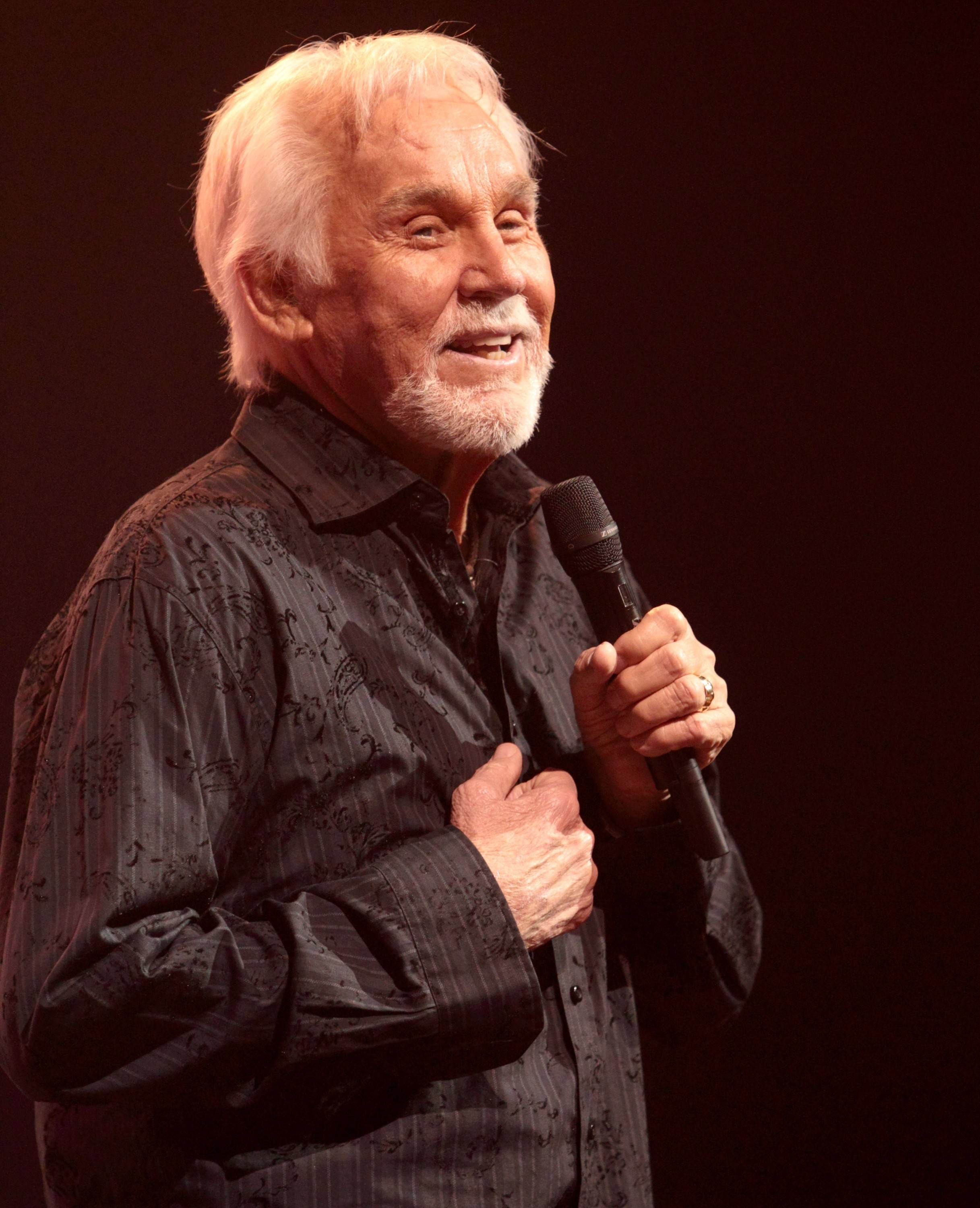 Kenny Rogers performs at Lions Park in Elk Grove Village on July 4, kicking off the village's annual Mid-Summer Classics Concert Series.