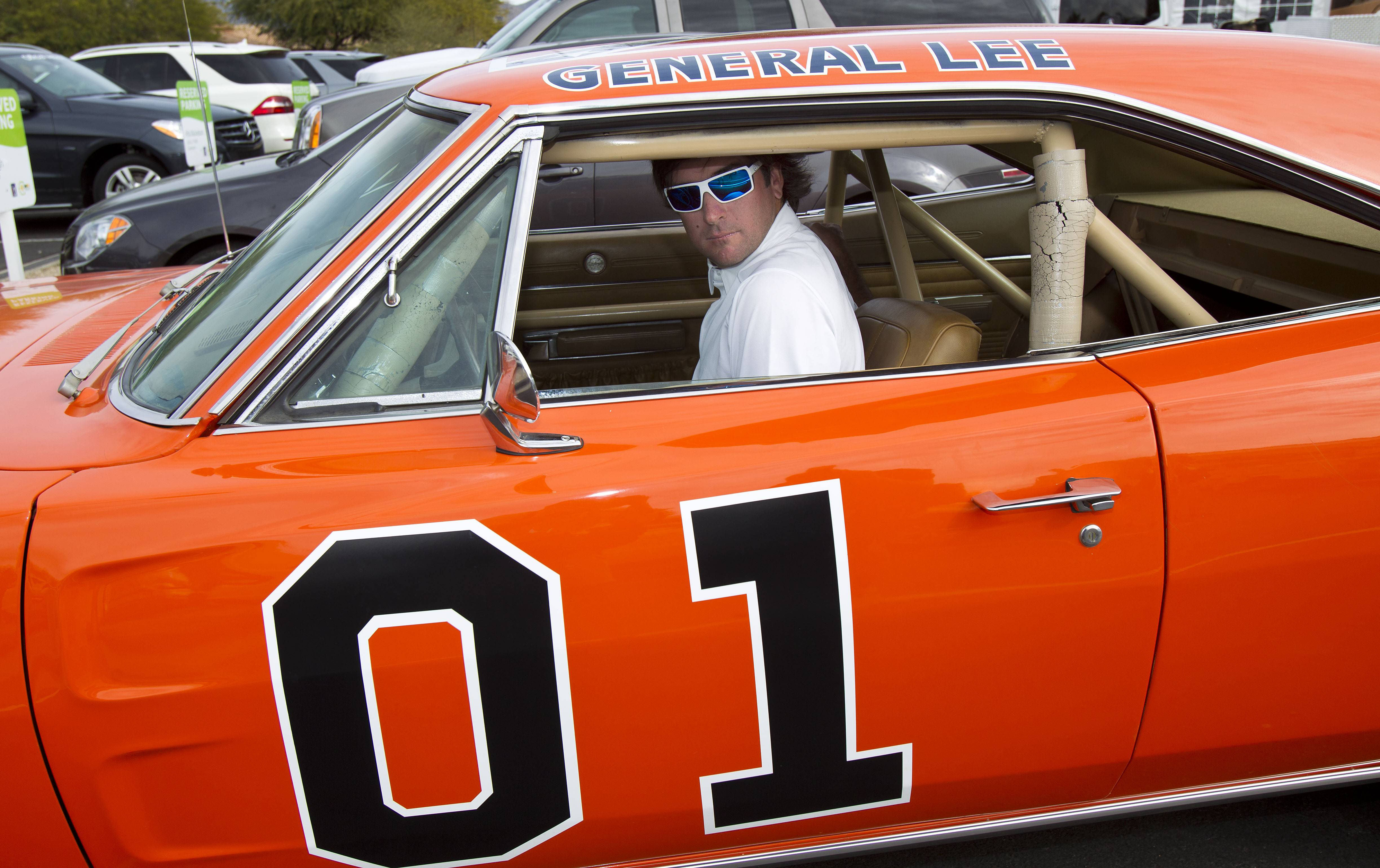 Golfer Bubba Watson says he wants to paint over the Confederate flag on the first General Lee, which he owns.