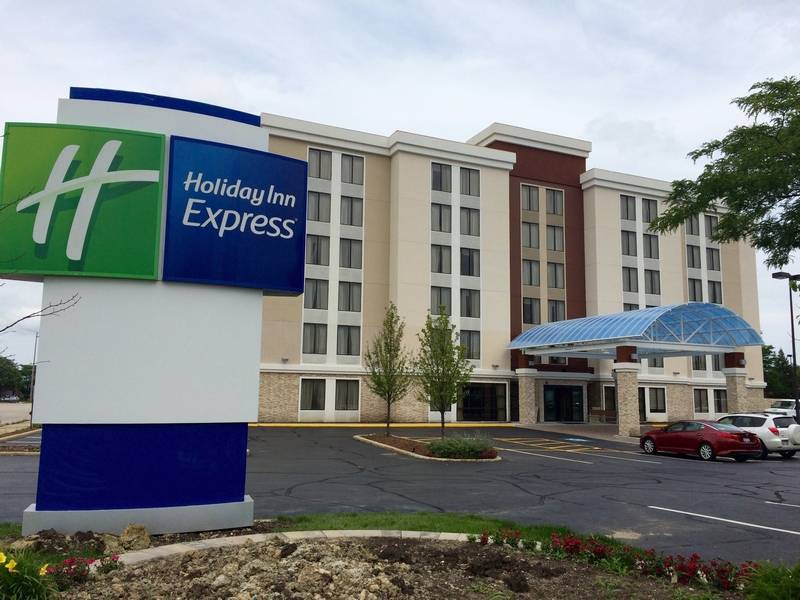 Holiday Inn Express Has Moved To A New Location In Arlington Heights The Former