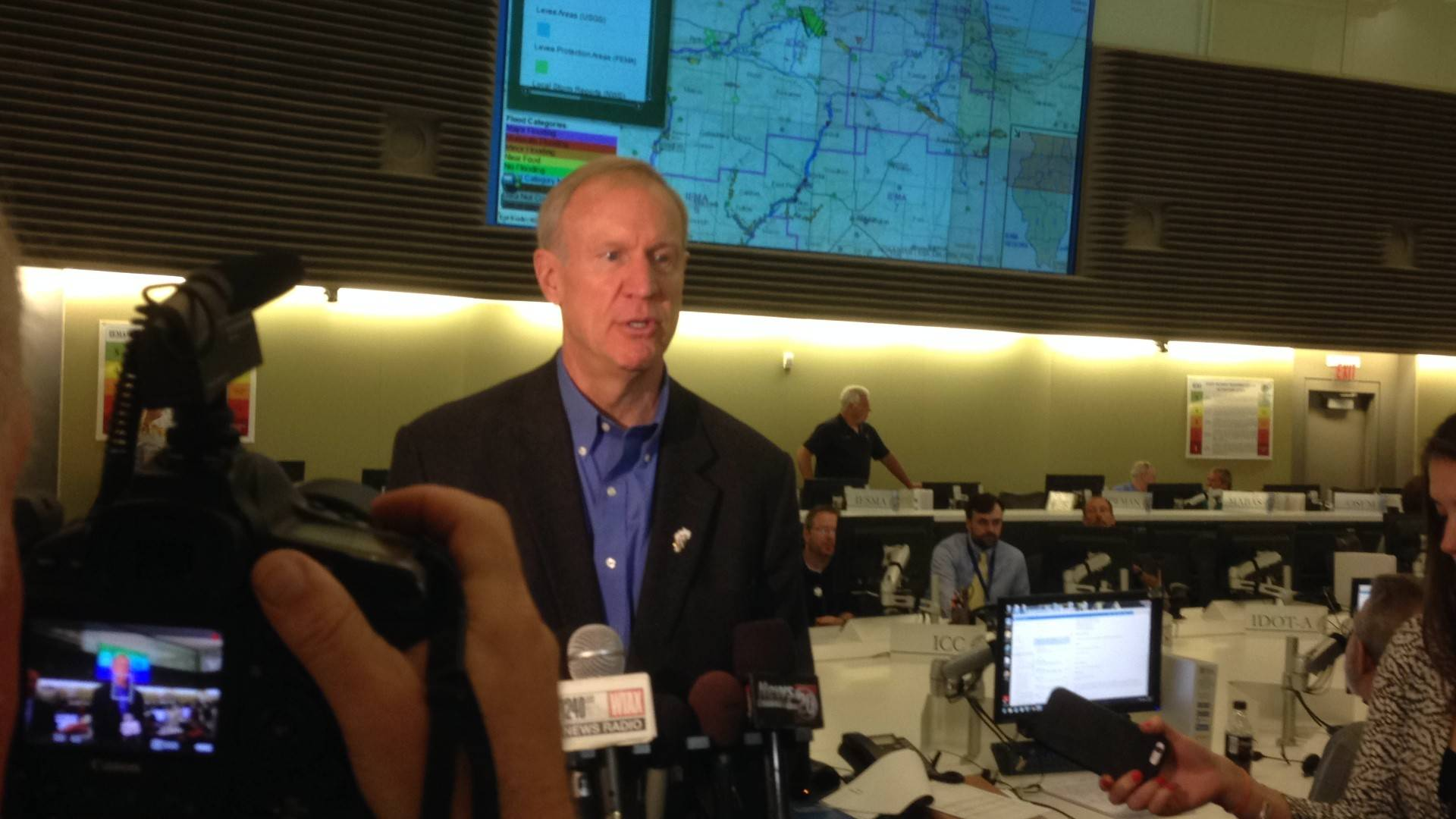 New Rauner pension plan cuts benefits for teachers, cops, firefighters