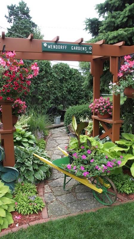 Club Ofers Peek Into Extraordinary Gardens
