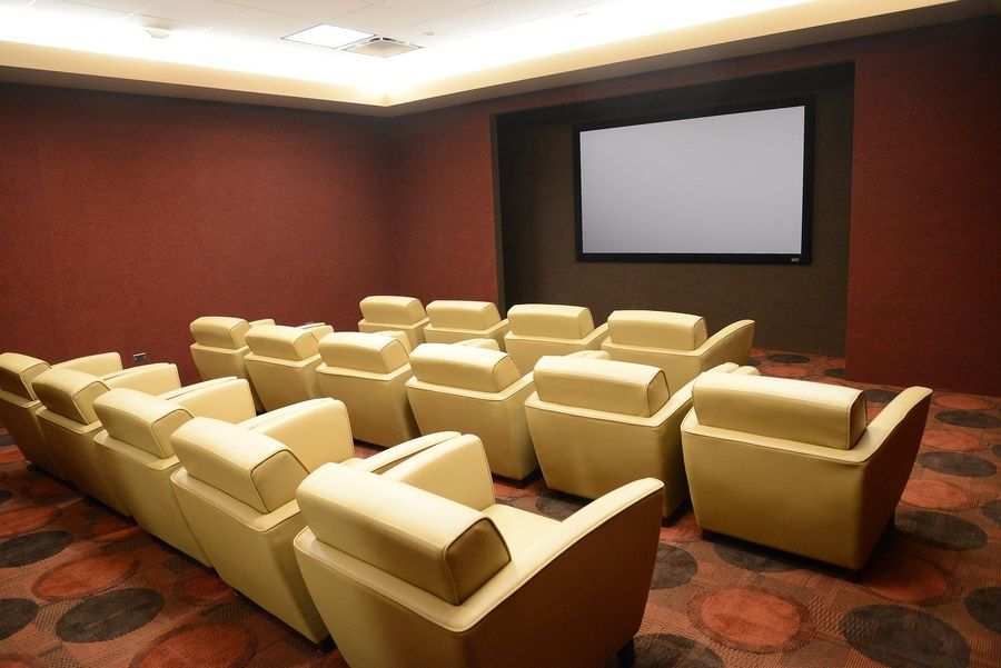Arlington Heights Lexus >> Arlington Heights Lexus Dealership Features Salon Theater Gym