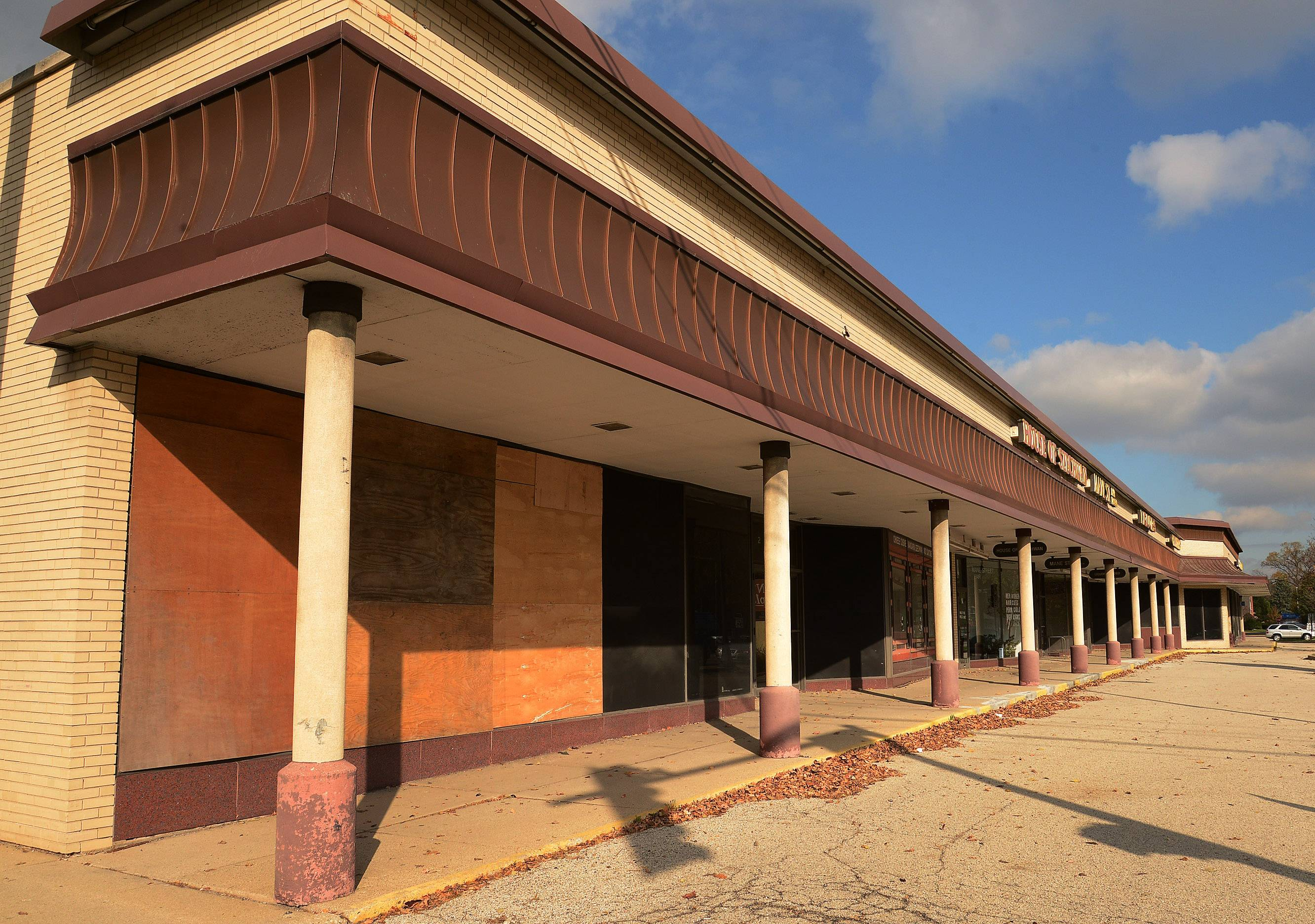 Mount Prospect moves ahead on strip mall demolition