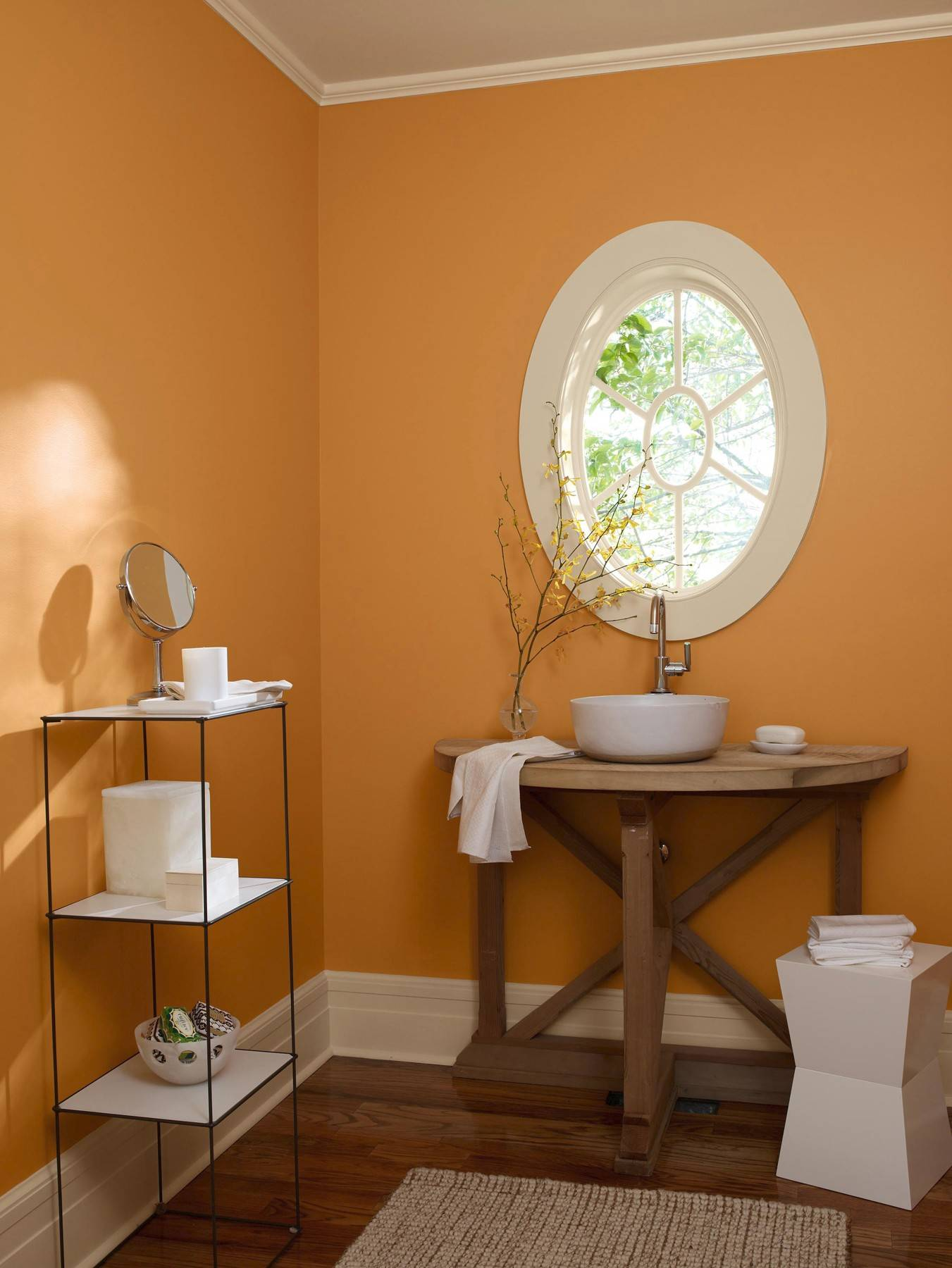 For a distinctive little powder room, one can afford to break a few unwritten rules.