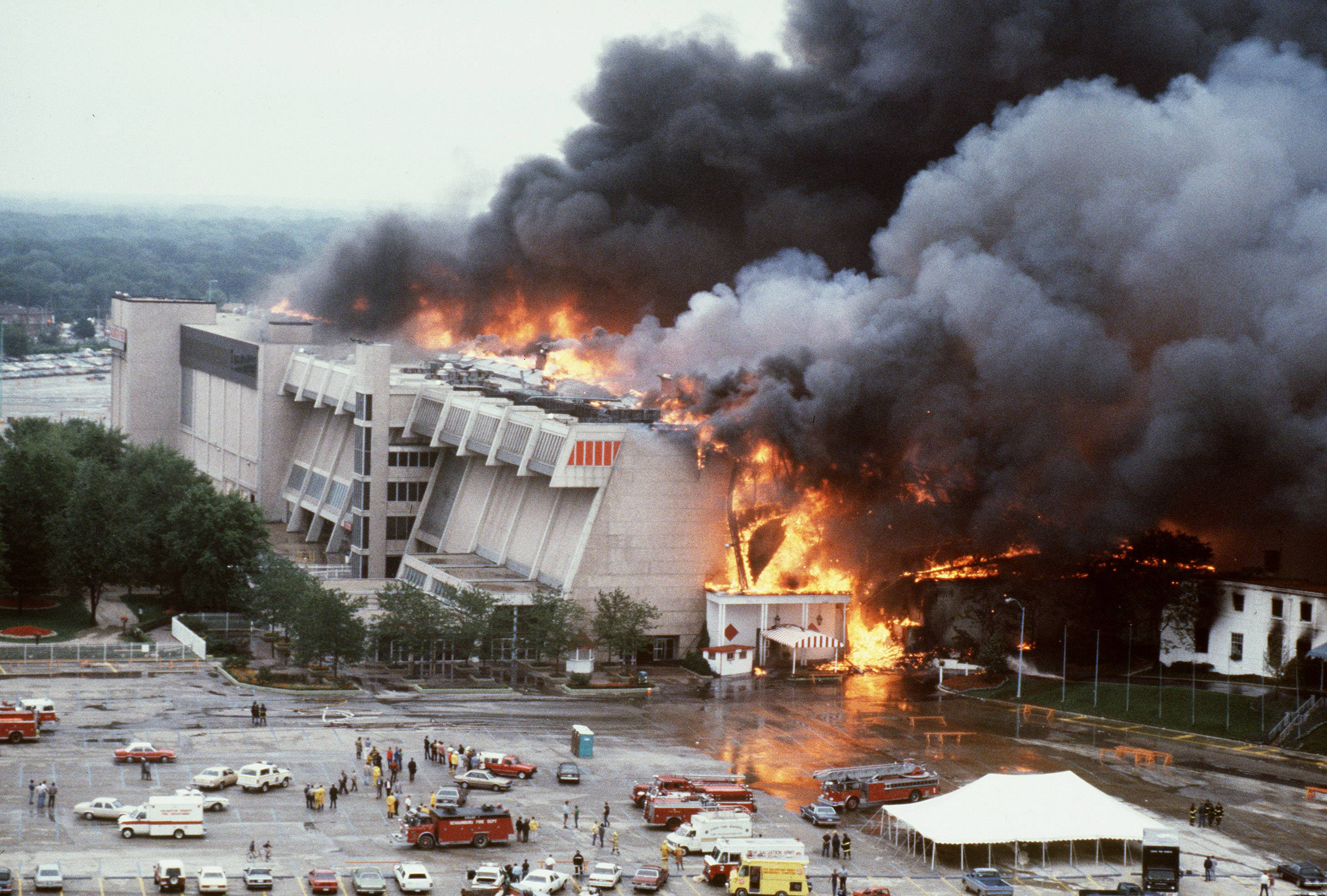 The Arlington Park fire rages out of control on July 31, 1985.