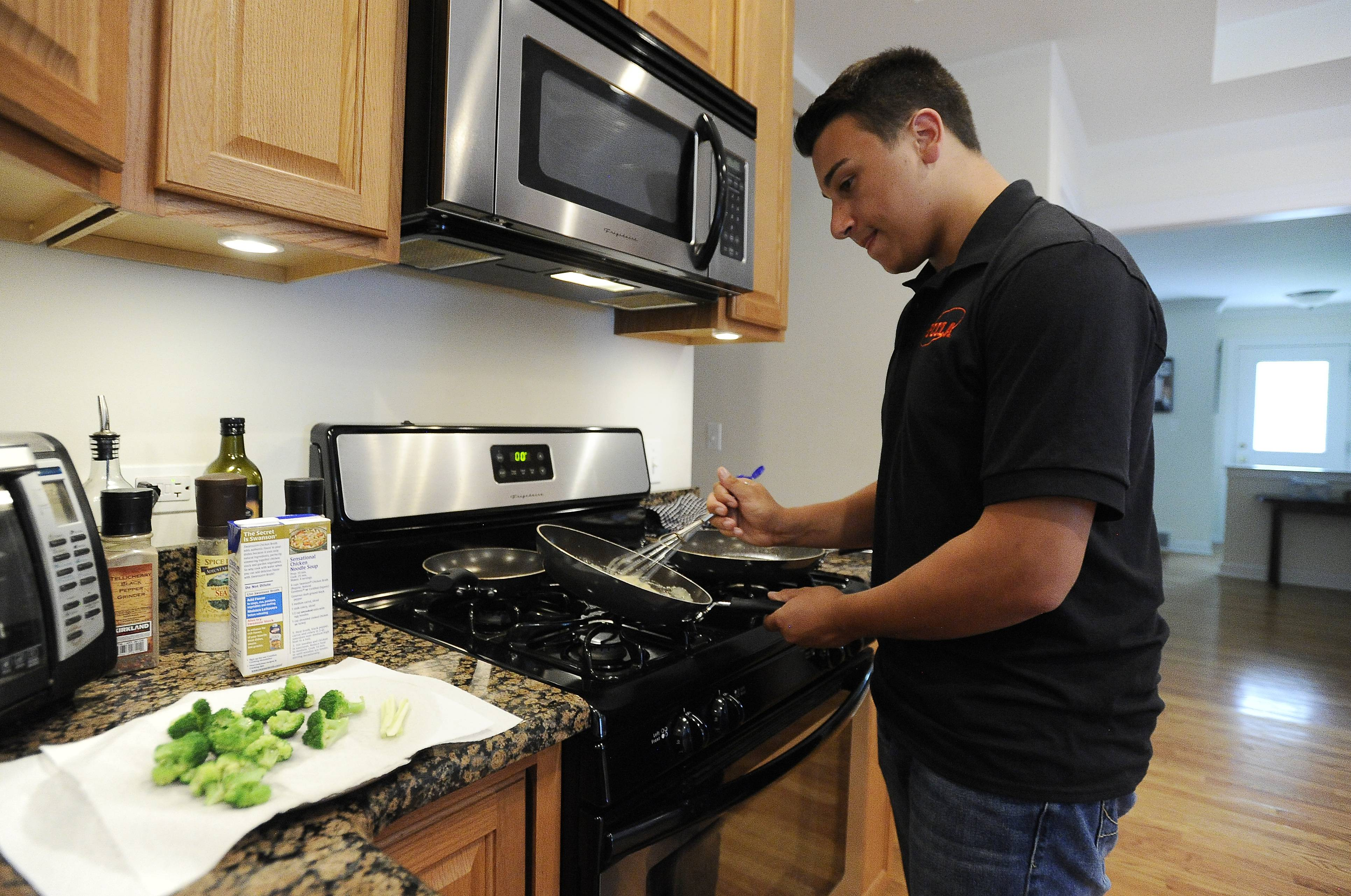 Young Des Plaines chef cooking up recipe for success