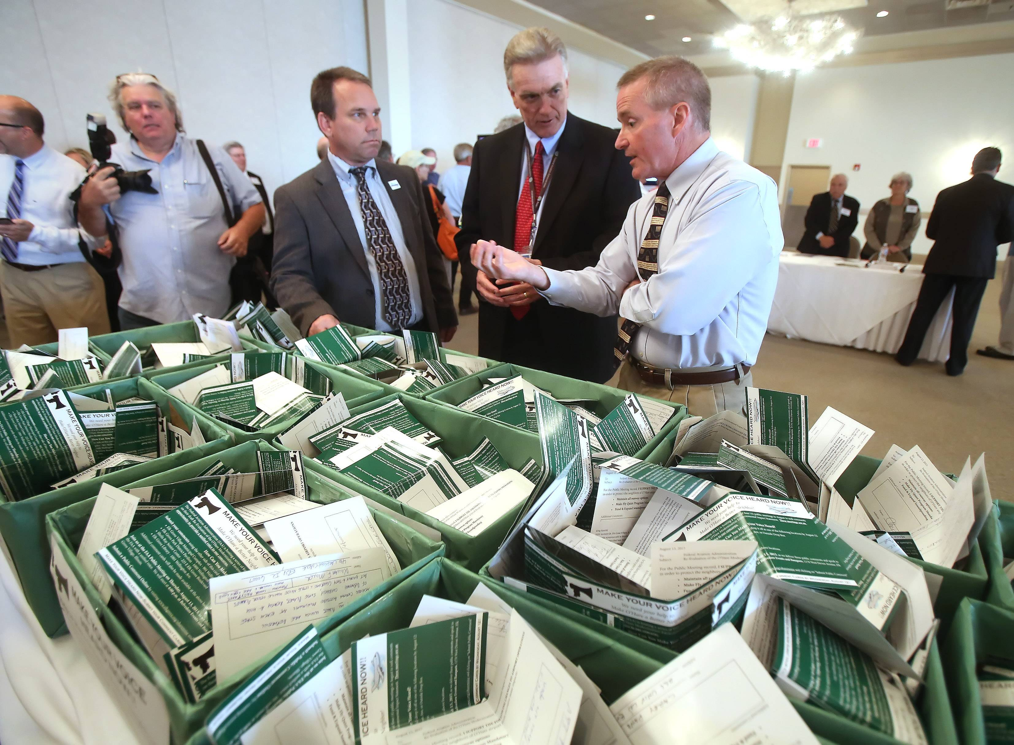 Elk Grove, Itasca mayors bring 2,000 comment cards to O'Hare noise hearing