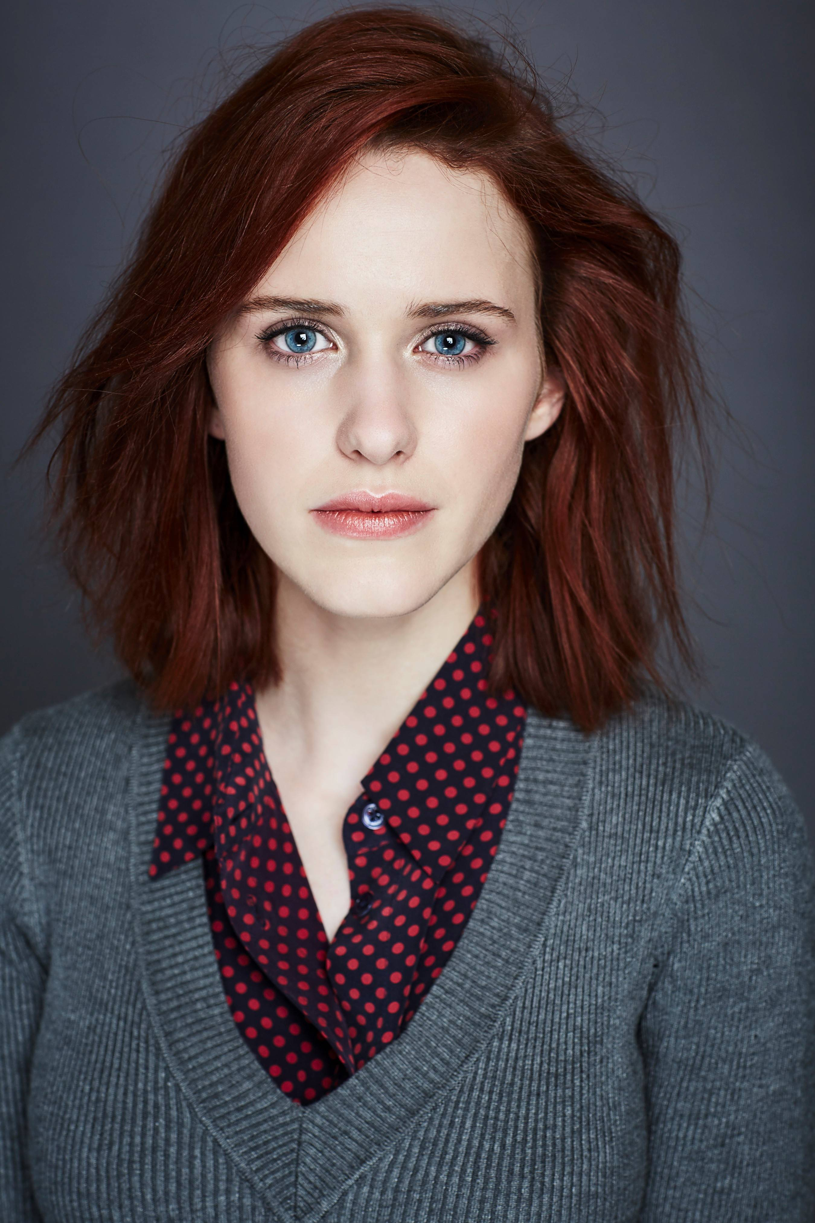Rachel Elizabeth Brosnahan born December 15 1990 is an American actress best known for her awardwinning eponymous starring role in the Amazon comedydrama series