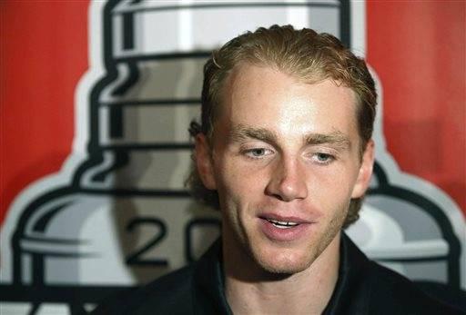 Rozner: Kane paints Blackhawks into corner