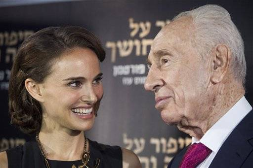 "Director and actress Natalie Portman speaks with former Israeli President Shimon Peres during a photo call before a premiere of her film ""A Tale of Love and Darkness"" in Jerusalem, Thursday, Sept. 3, 2015. (AP Photo/Dan Balilty)"