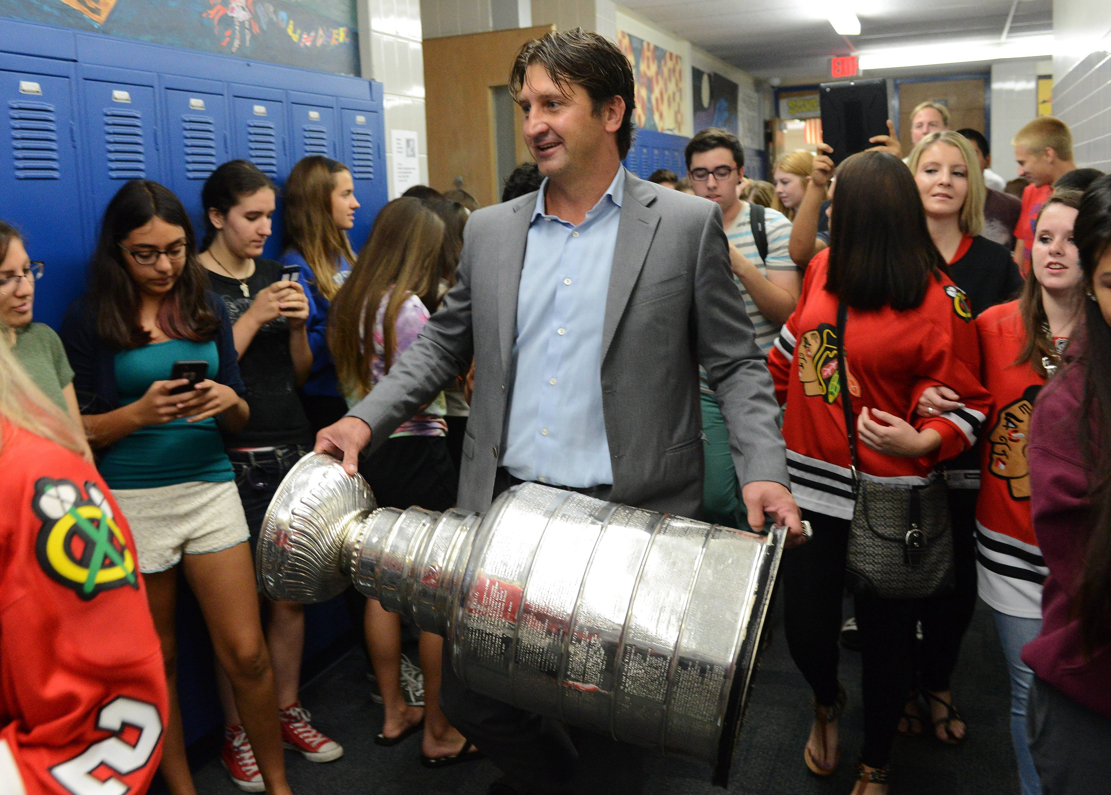 Blackhawks doctor, Wheeling alum brings Stanley Cup to school