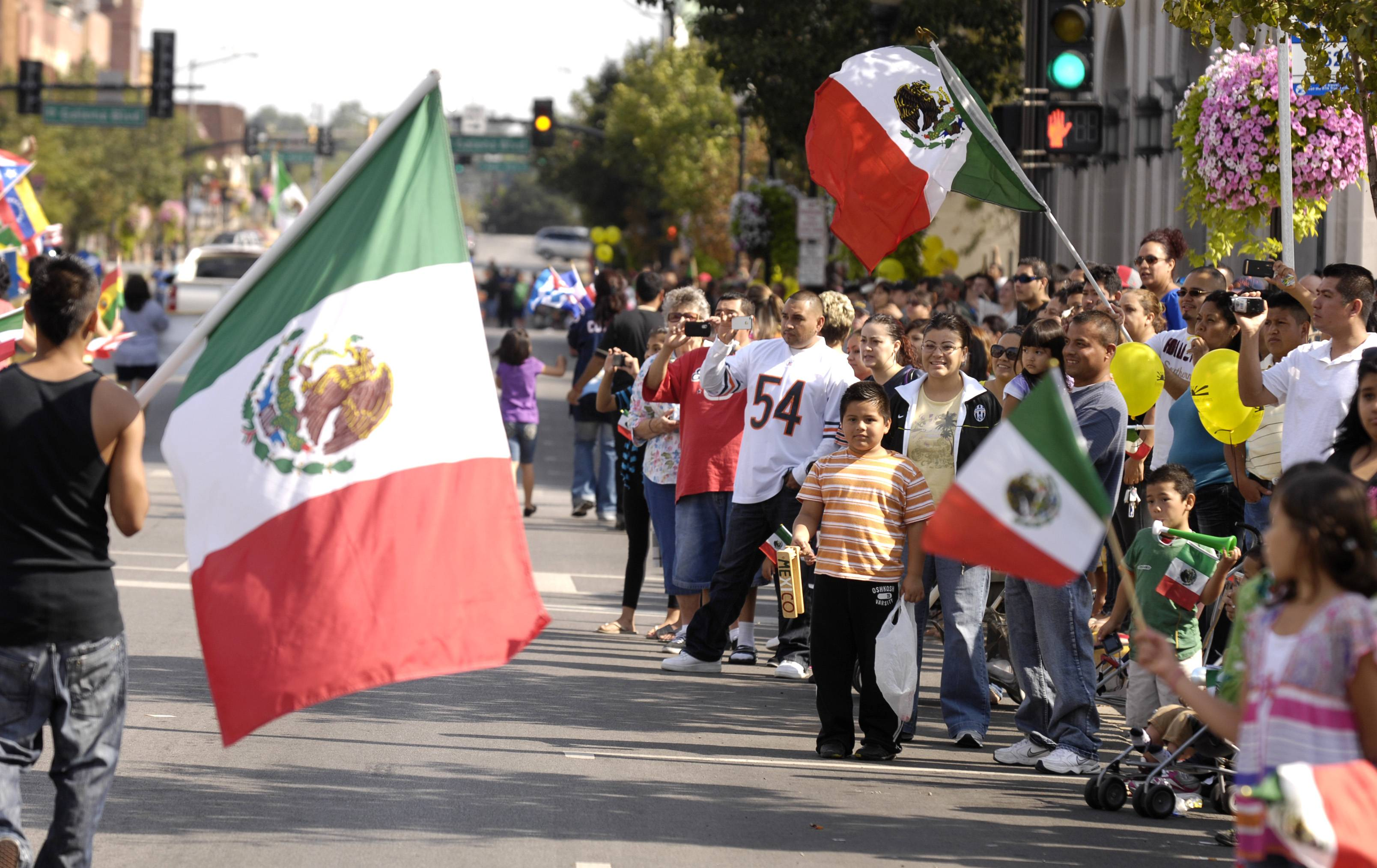 mexico independence day essay Though september 16 is a day of full-blown festivities, celebrations of mexican independence day actually begin at 11 pm on september 15, when mexico's president rings a bell at the national .