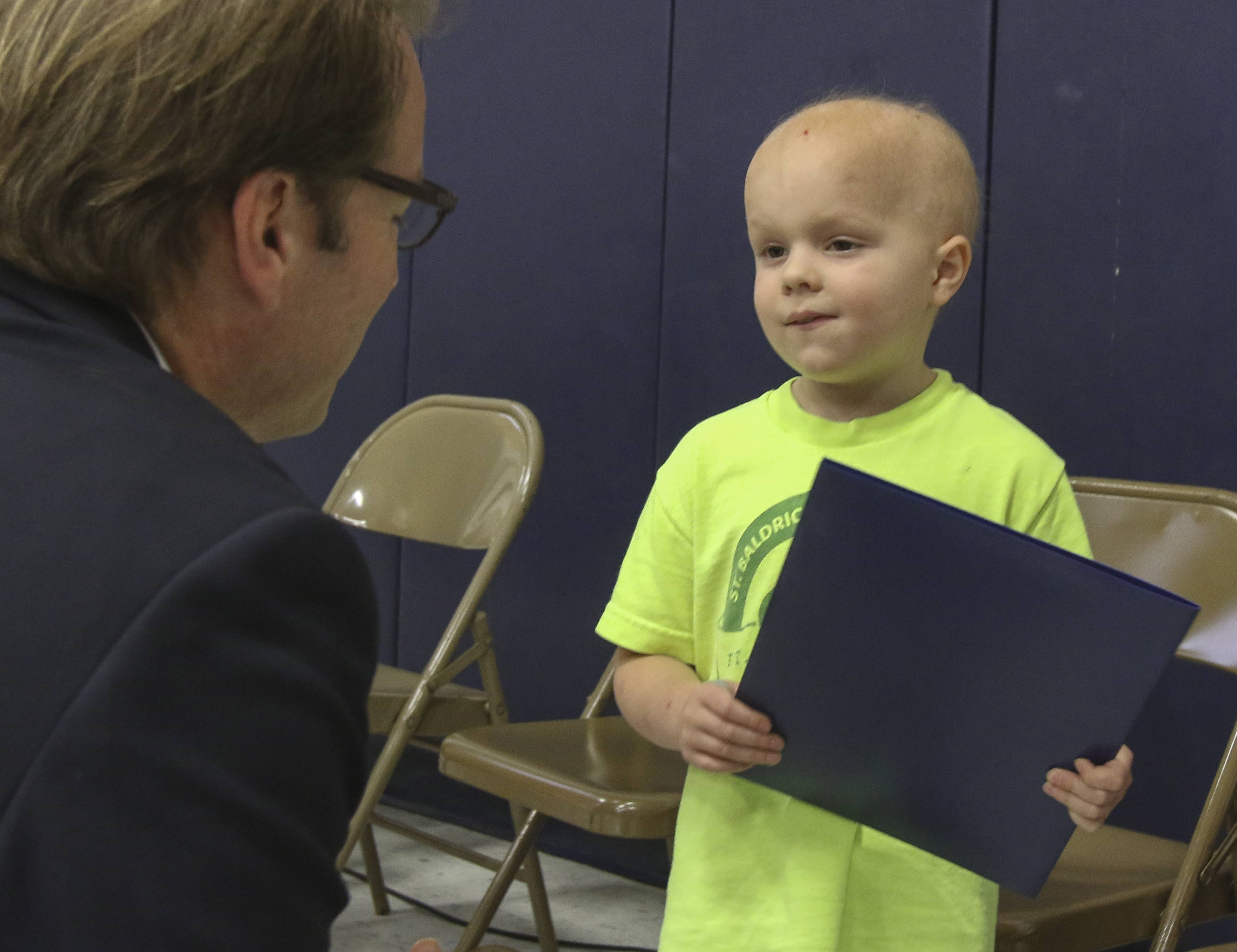 U.S. Rep. Peter Roskam praises 5-year-old cancer survivor Chase Ewoldt at Emerson Elementary School in Wheaton.