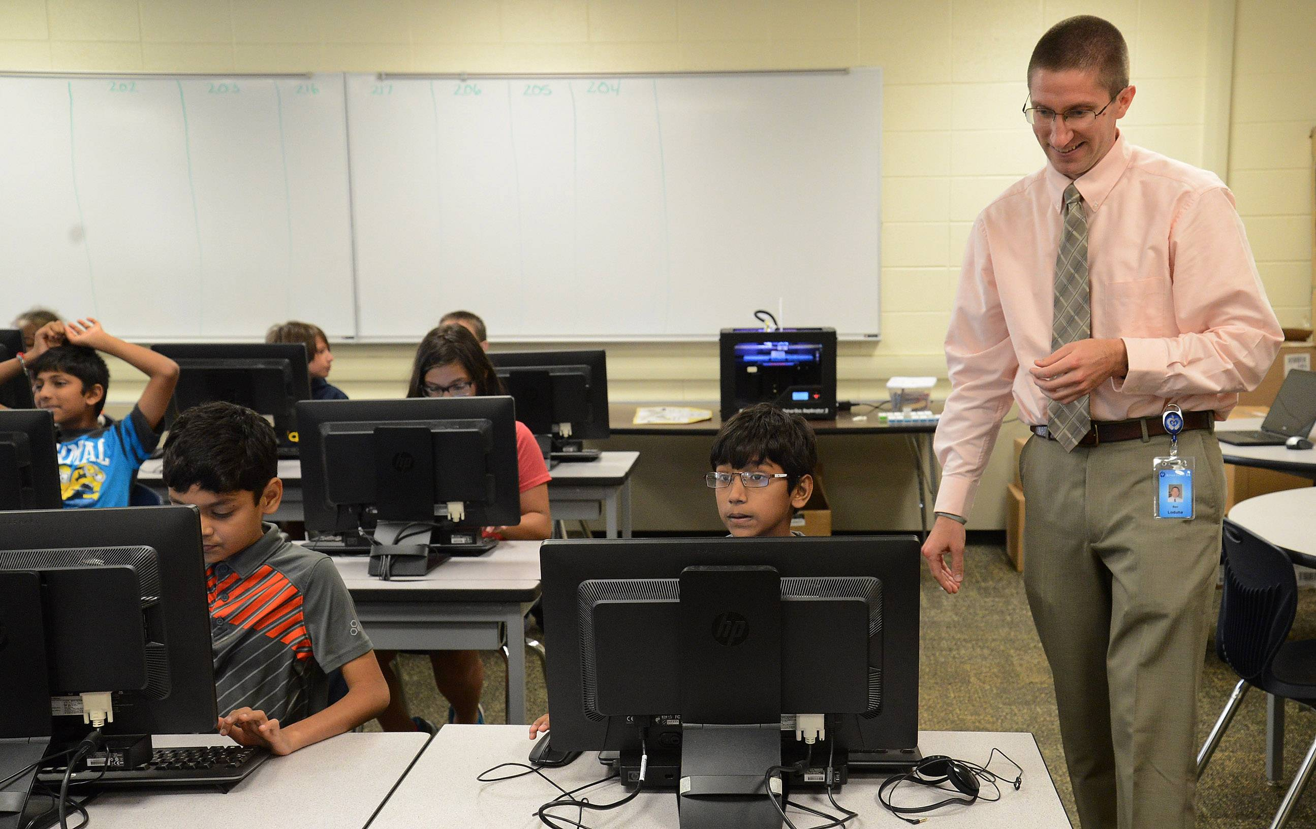 Schaumburg Township Elementary School District 54 STEM Instructional Coach Ben Loduha helps Carrie Shawala's sixth-grade FUSE class, a program designed by Northwestern University.