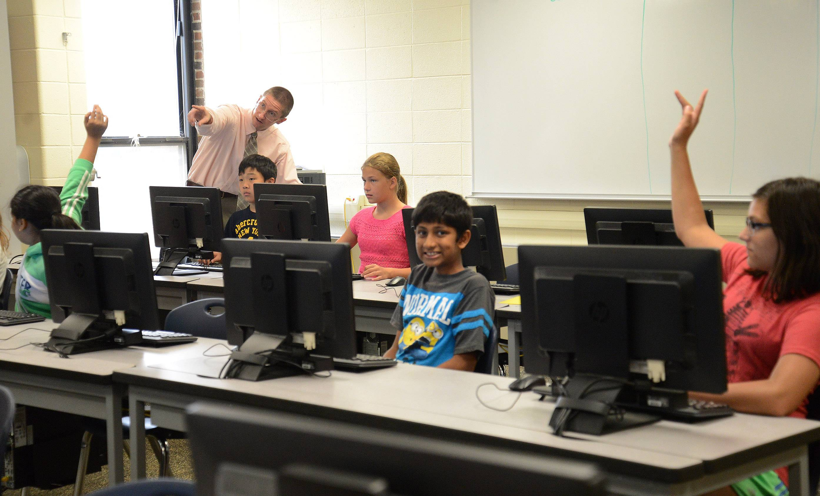 Schaumburg Township Elementary School District 54 STEM Instructional Coach Ben Loduha helps Carrie Shawala's sixth-grade FUSE class, a program designed by Northwestern University. Two years ago, Loduha became the first person hired as STEM coach in District 54.