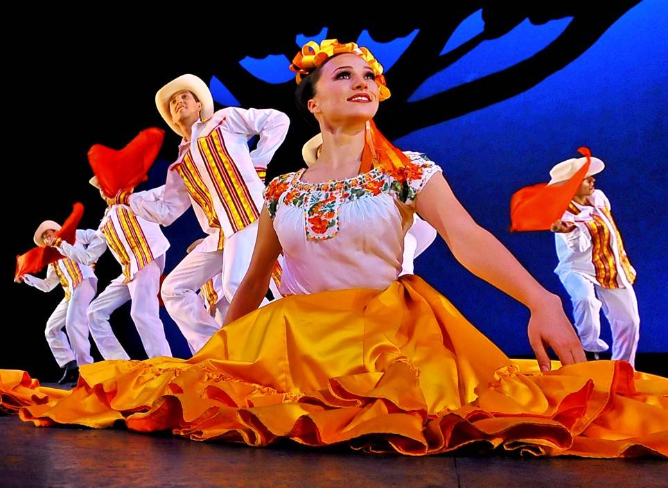 Ballet Folklórico de México de Amalia Hernández performs in Waukegan at the Genesee Theatre before heading to Chicago at the Auditorium Theatre of Roosevelt University.