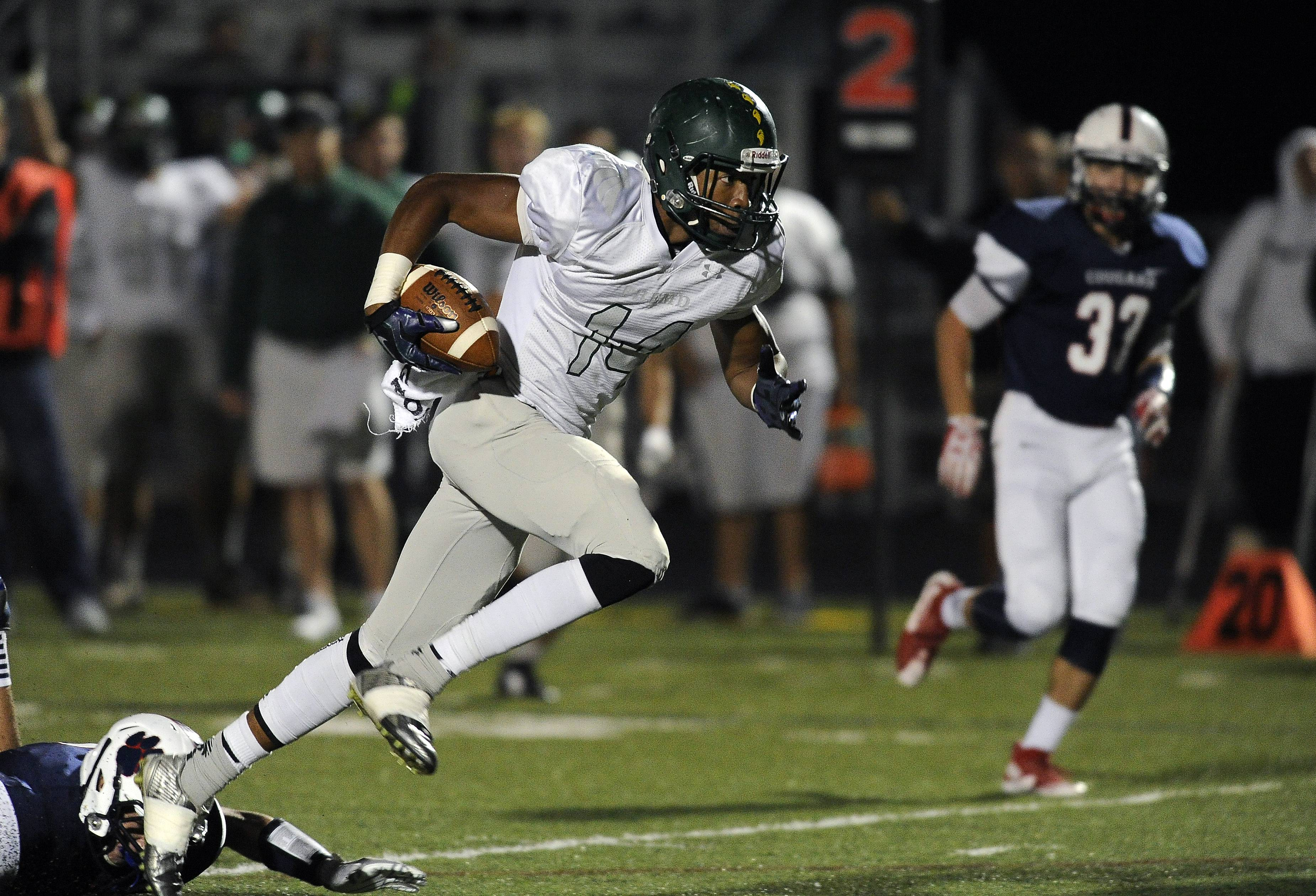 Fremd's Kenneth Lyke runs for a touchdown in the first quarter against Conant.