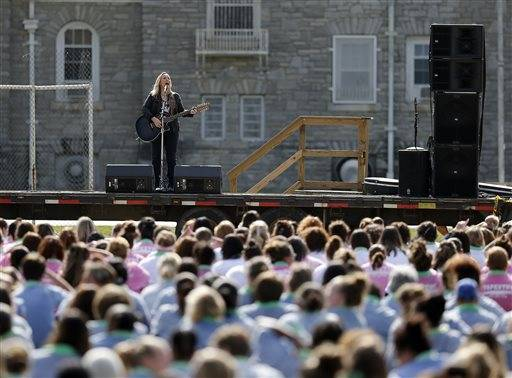 Melissa Etheridge Sings For Inmates At Ohio Women S Prison