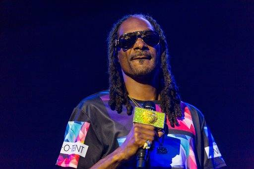 FILE - In this Sat., Sept. 26, 2015 file photo, Snoop Dogg performs during the Life is Beautiful festival in Las Vegas. Rappers Snoop Dogg and Birdman, Grammy-winning producer Jermaine Dupri, and entrepreneur Damon Dash are among the stars of a still-untitled BET reality series, the network announced Friday, Oct. 9, 2015. (Photo by Paul A. Hebert/Invision/AP, File)