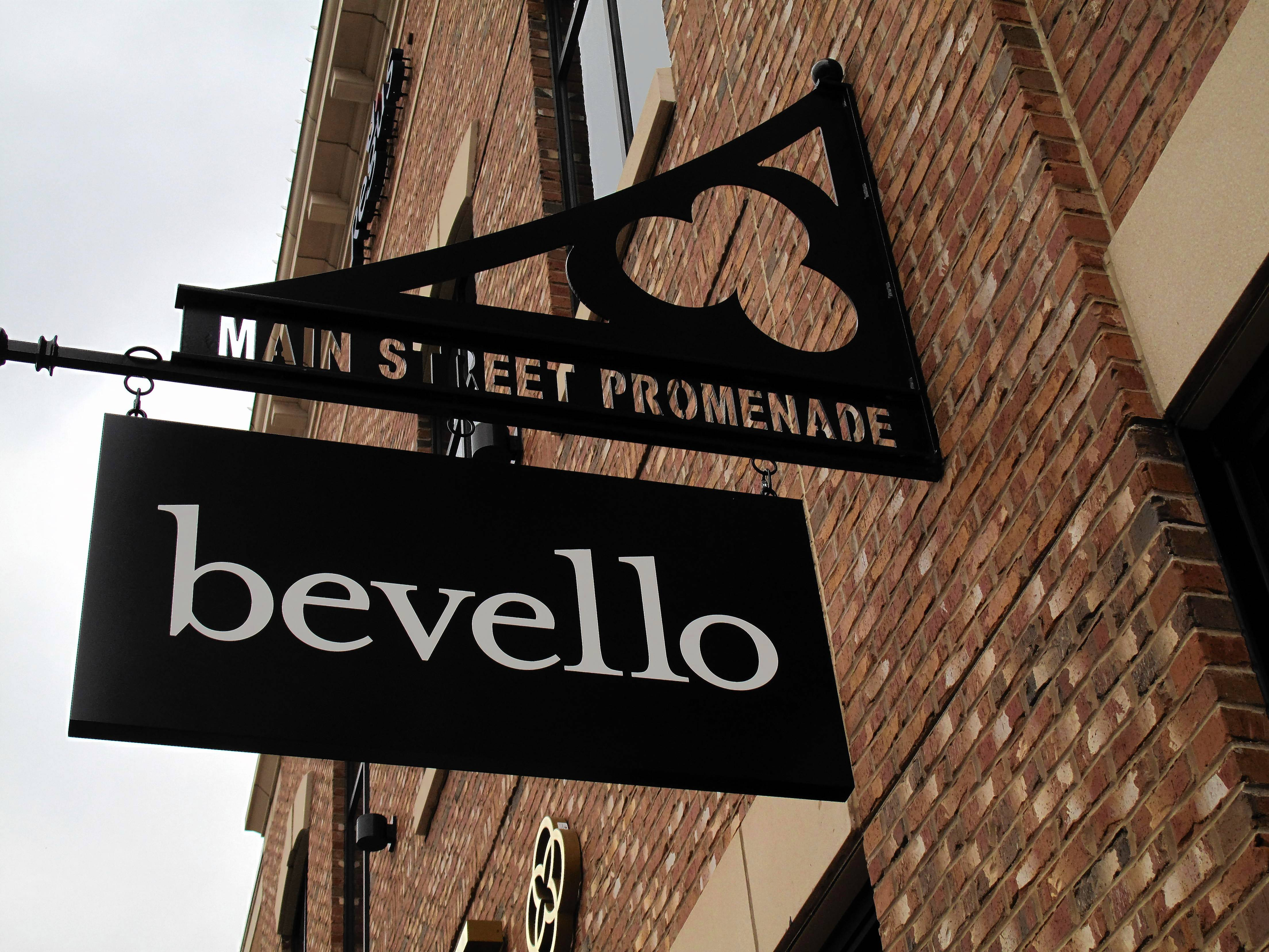 Four fresh shops for fall in downtown Naperville