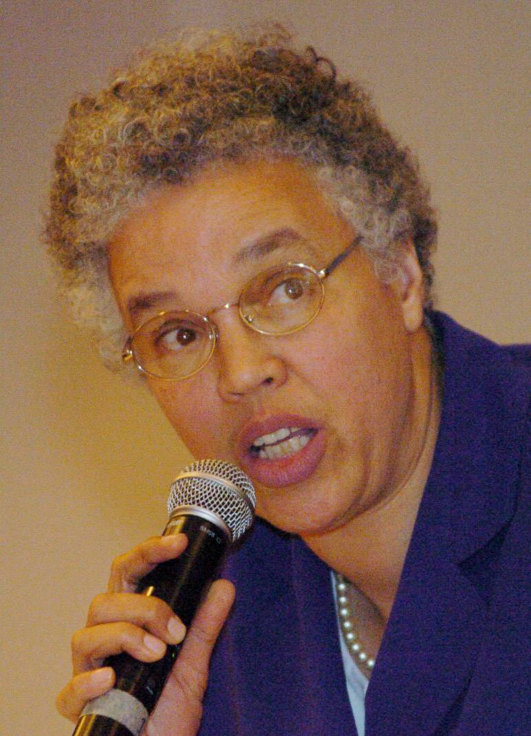 Preckwinkle proposes tax on cable TV, golf, bowling