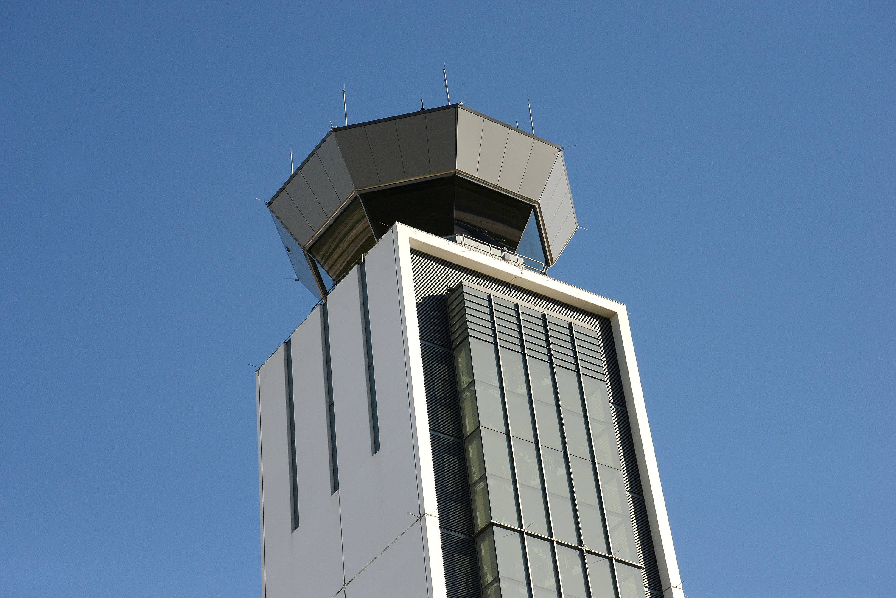 New O'Hare runway, air traffic control tower going live