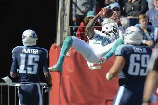 Mariota sacked 5 times as Titans blown out by Dolphins 38-10