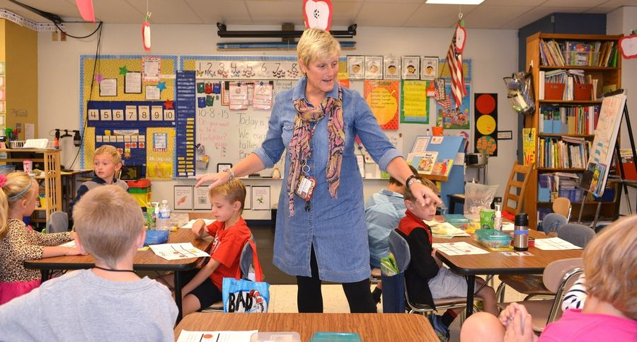 First-grade teacher Beth Gunther leads a game to teach a reading lesson at Emerson School in Wheaton.