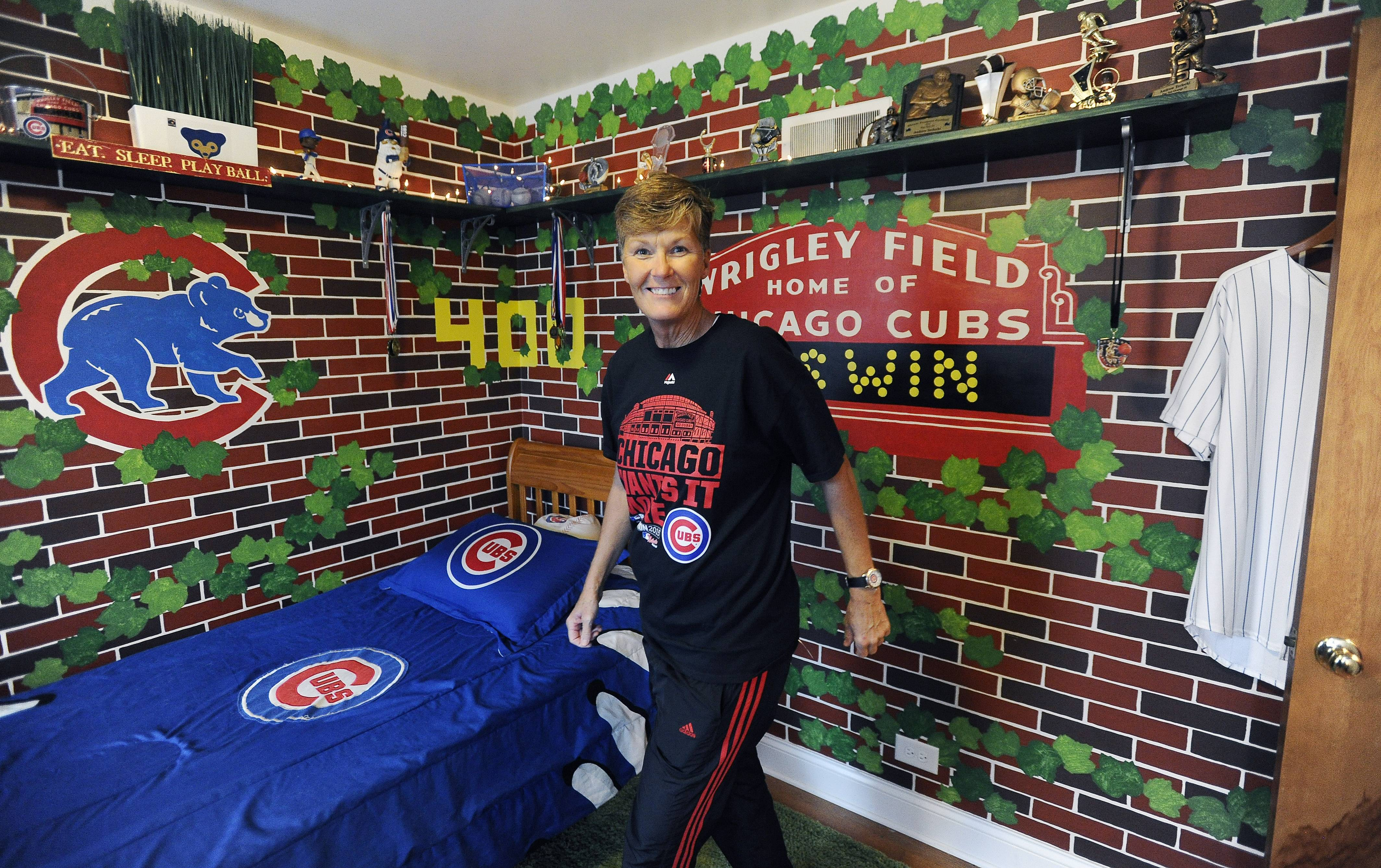 constable artist brings wrigley field murals into homes gallery for gt wrigley field wallpaper mural