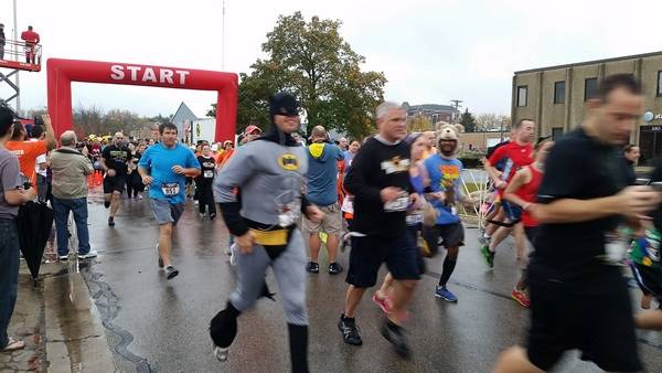 halloween hustle 5k participants begin the annual race in downtown palatine