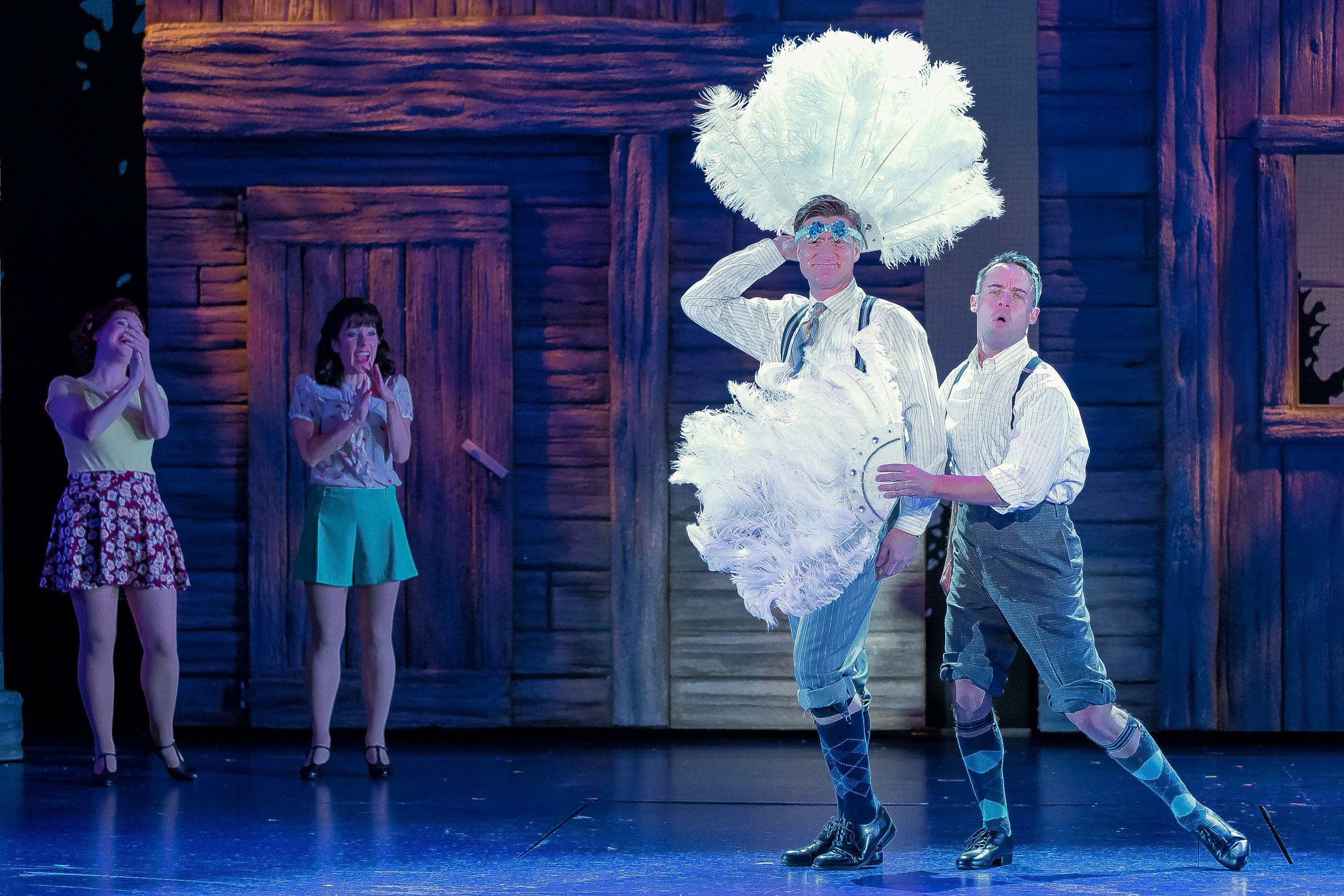 Drury Lane's cozy 'White Christmas' dishes out holiday cheer