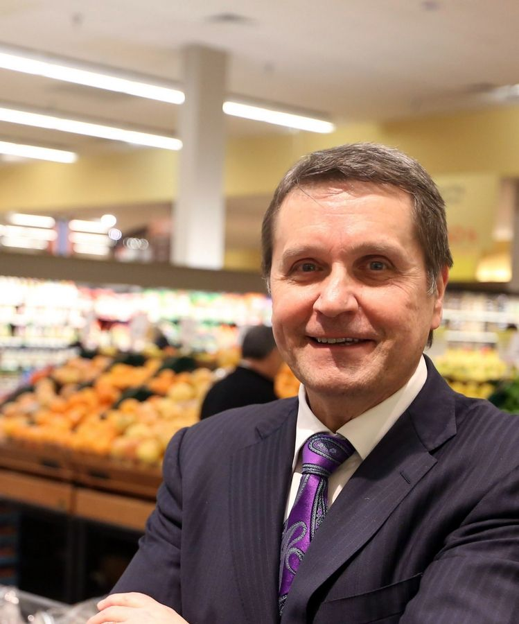 Bob Mariano of Inverness, chairman and CEO of the growing Mariano's chain, will continue with the company after Kroger Co., acquires the stores by late December.