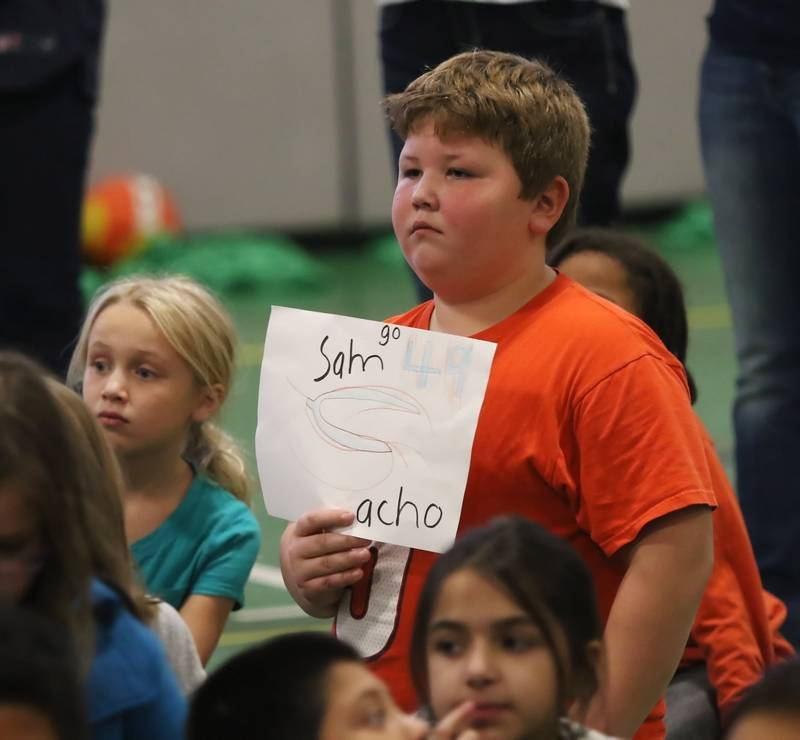 NFL Jerseys Outlet - A warm welcome for Bears linebacker at Gurnee school