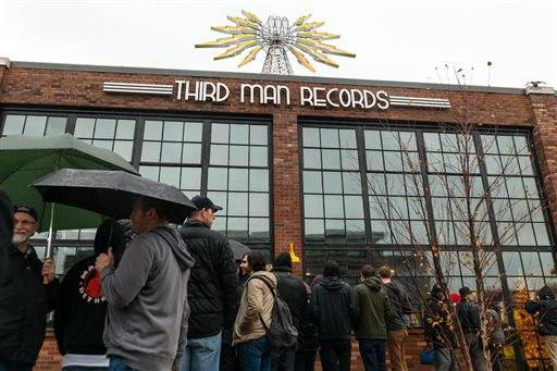 Hundreds of fans waited in the rain for their chance to attend the grand opening festivities at Third Man Records in Detroit on Friday, Nov. 27, 2015. (John Froelich/Detroit Free Press via AP)