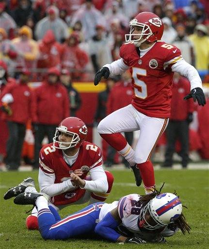 Chiefs hold off Bills 30-22 for fifth straight win