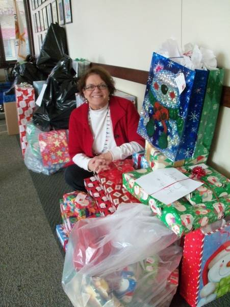 Arlington Heights Holiday Assistance Program Helps Local Families in ...