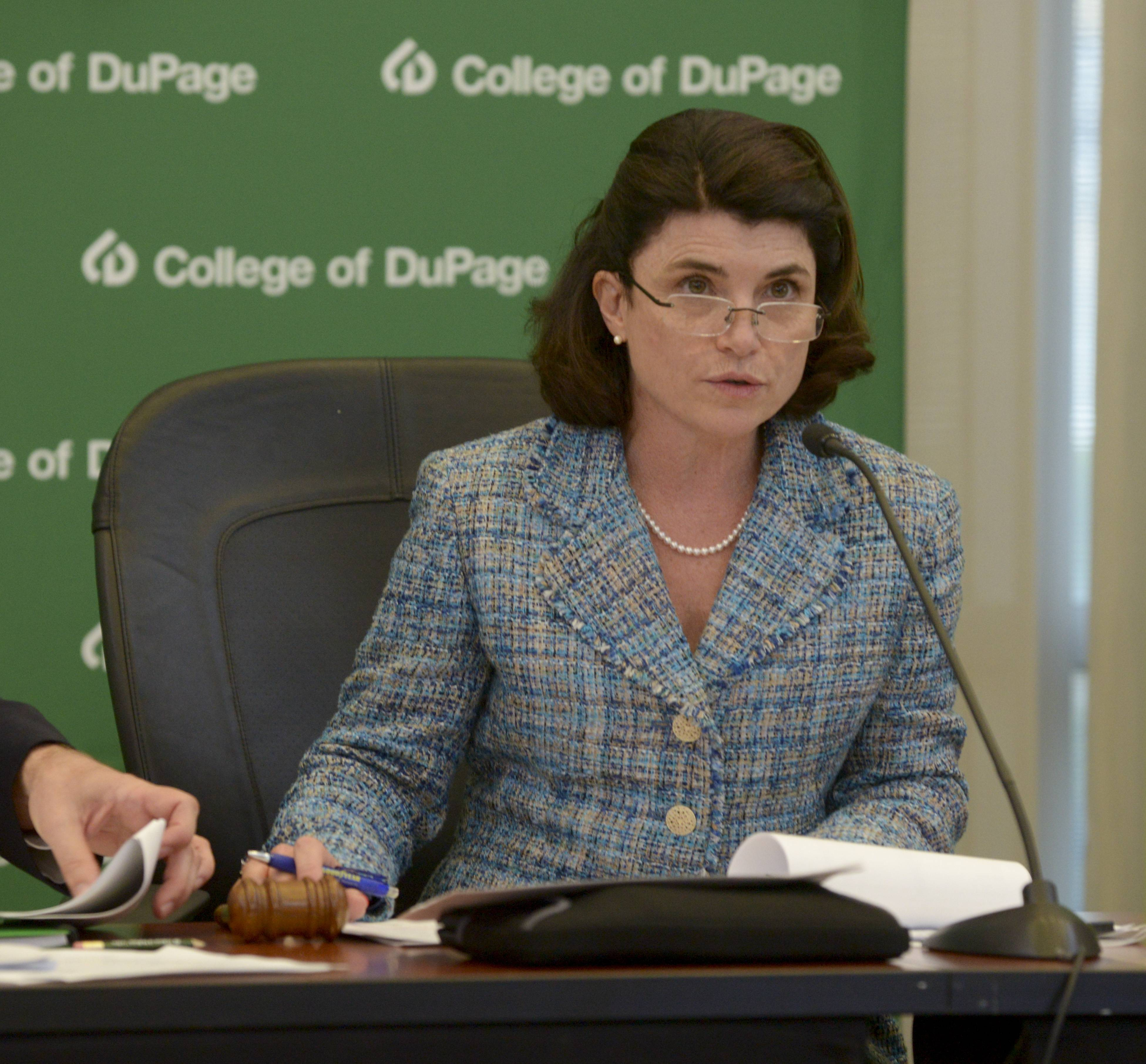 Hamilton resigns from College of DuPage board