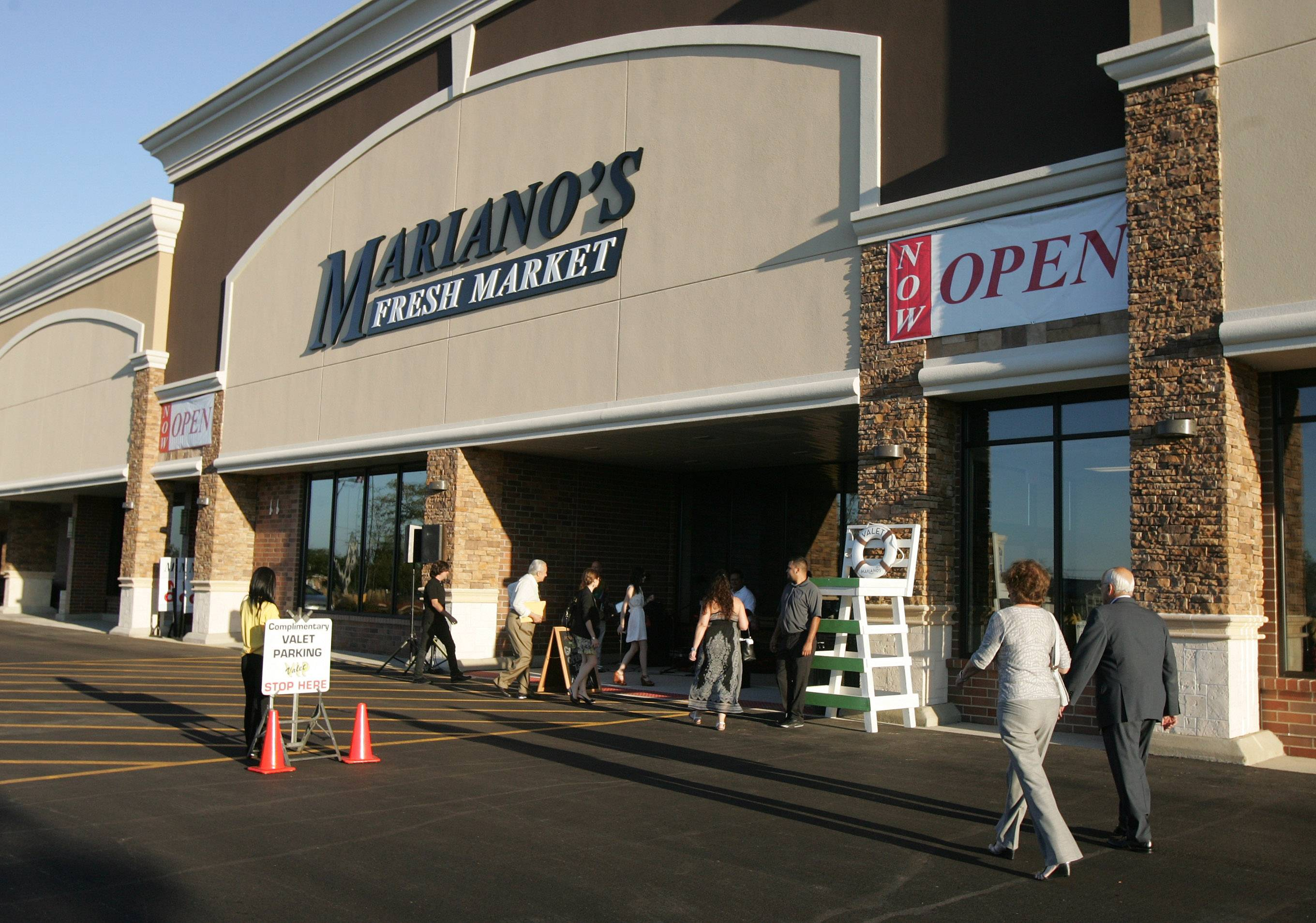 DAILY HERALD FILE PHOTOMariano's parent company, Roundy's, completed its merger with Kroger Friday. This Mariano's store in Hoffman Estates is part of the deal announced last month.