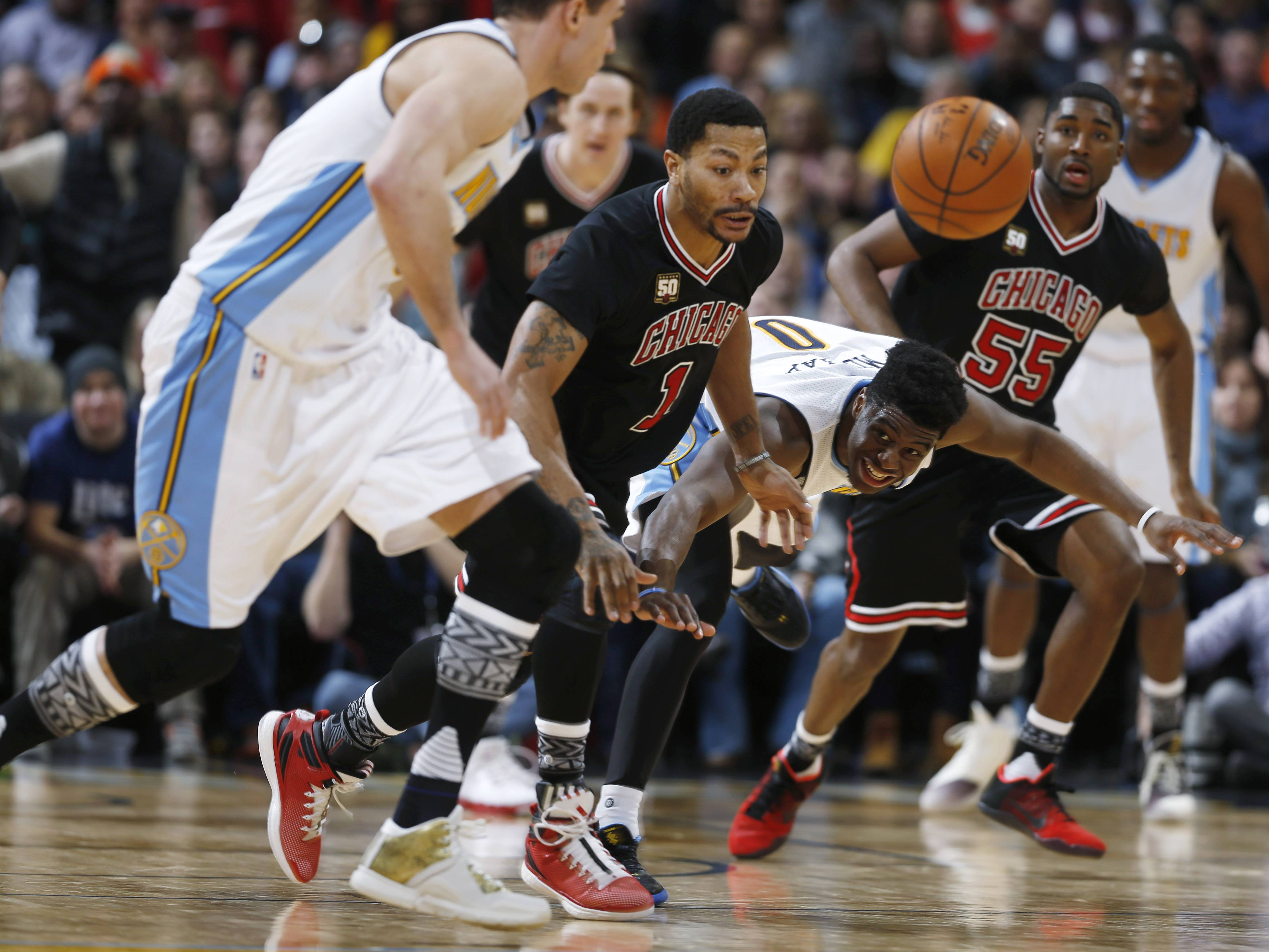 From left, Denver Nuggets forward Danilo Gallinari, of Italy, pursues a loose ball with Chicago Bulls guard Derrick Rose, Nuggets guard Emmanuel Mudiay and Bulls guard E'Twaun Moore during the second half of an NBA basketball game Friday, Feb. 5, 2016, in Denver. The Nuggets won 115-110. (AP Photo/David Zalubowski)