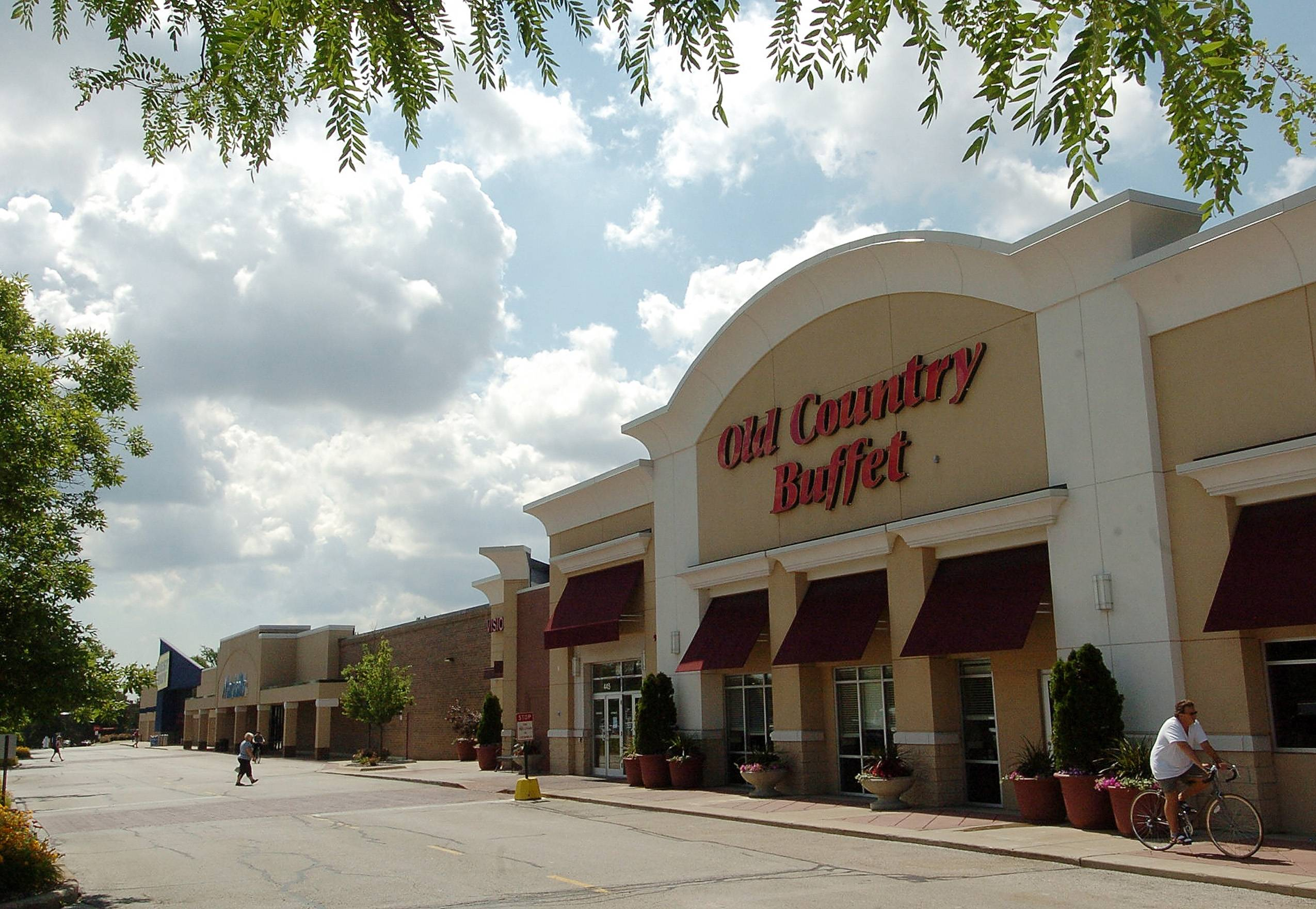 Underperforming Old Country Buffet restaurants nationwide are being shuttered, but this one in Arlington Heights survived.