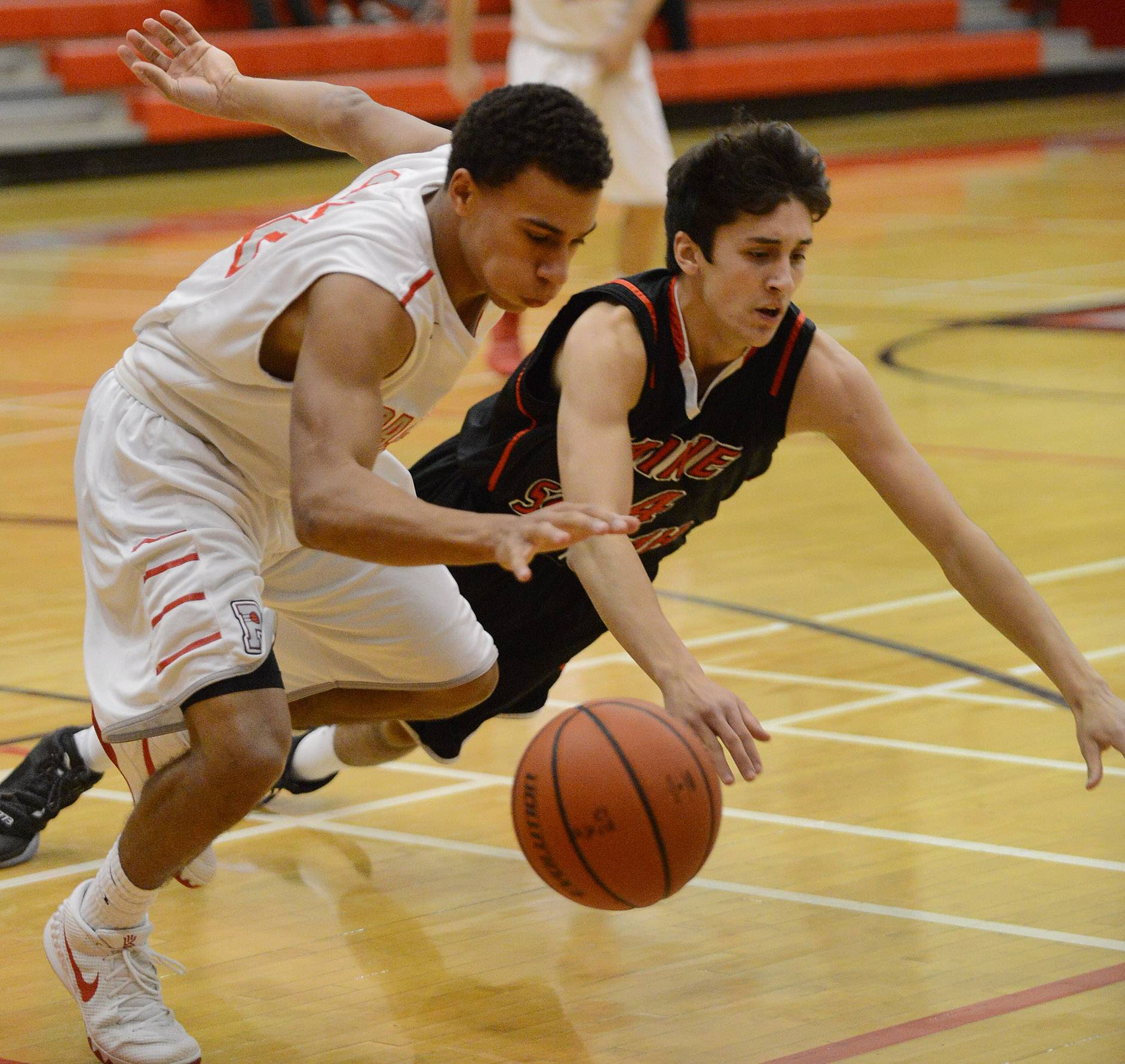 Technically, foul benefits Maine South in win at Palatine