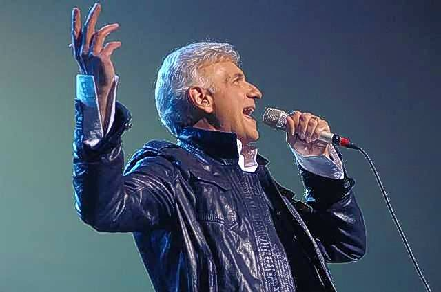 Dennis DeYoung will perform Styx's greatest hits when he and his current band play Waukegan's Genesee Theatre Saturday, Feb. 13.