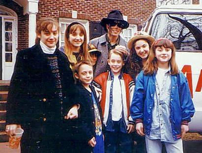 "Senta Moses Mikan, second from right, and other cast members from ""Home Alone 2: Lost in New York"" pose with a visiting Michael Jackson on the set of the 1992 movie."