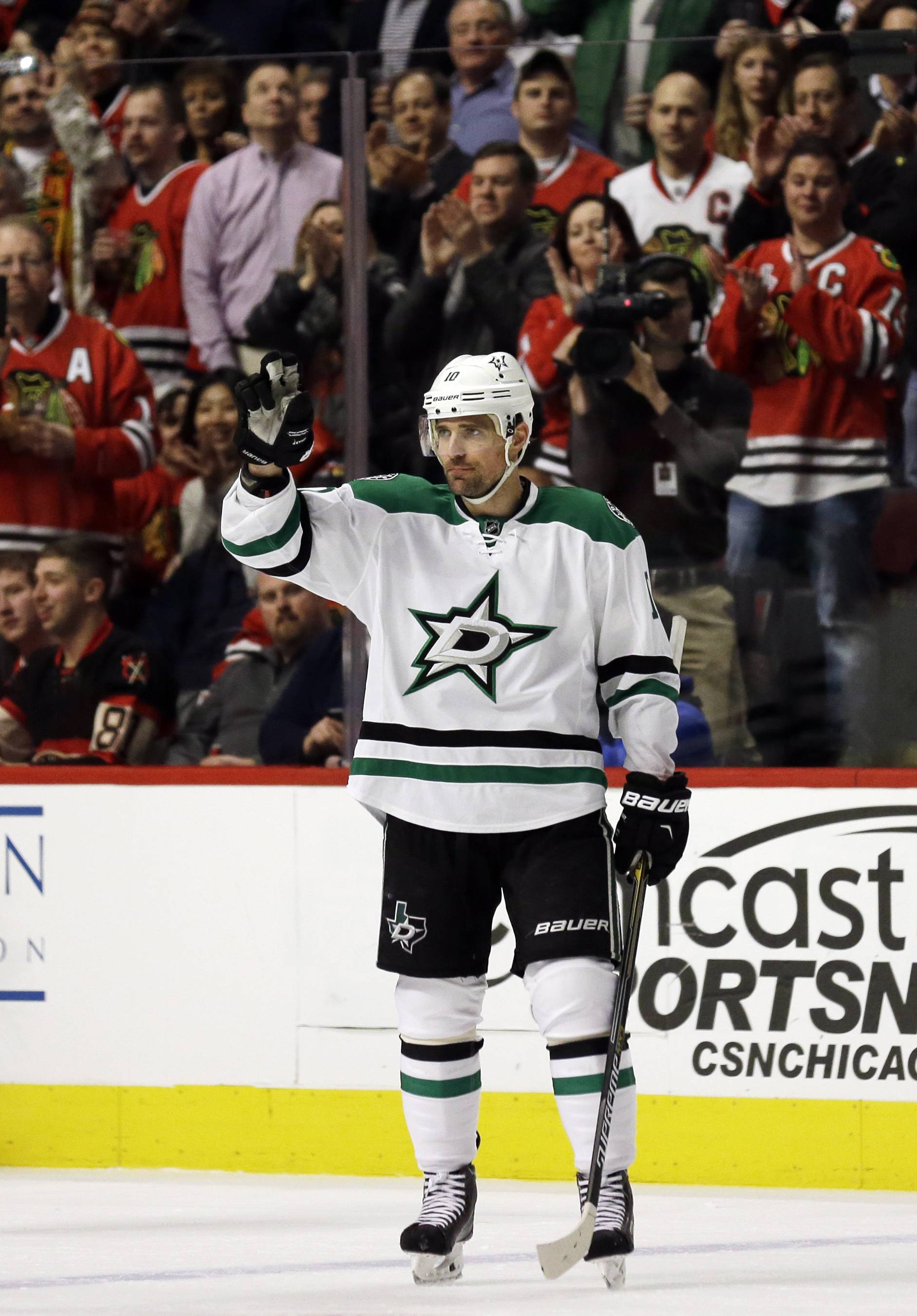 Dallas Stars left wing Patrick Sharp acknowledges cheering Blackhawks fans Thursday at United Center after a video tribute from his former team was shown in the first period.