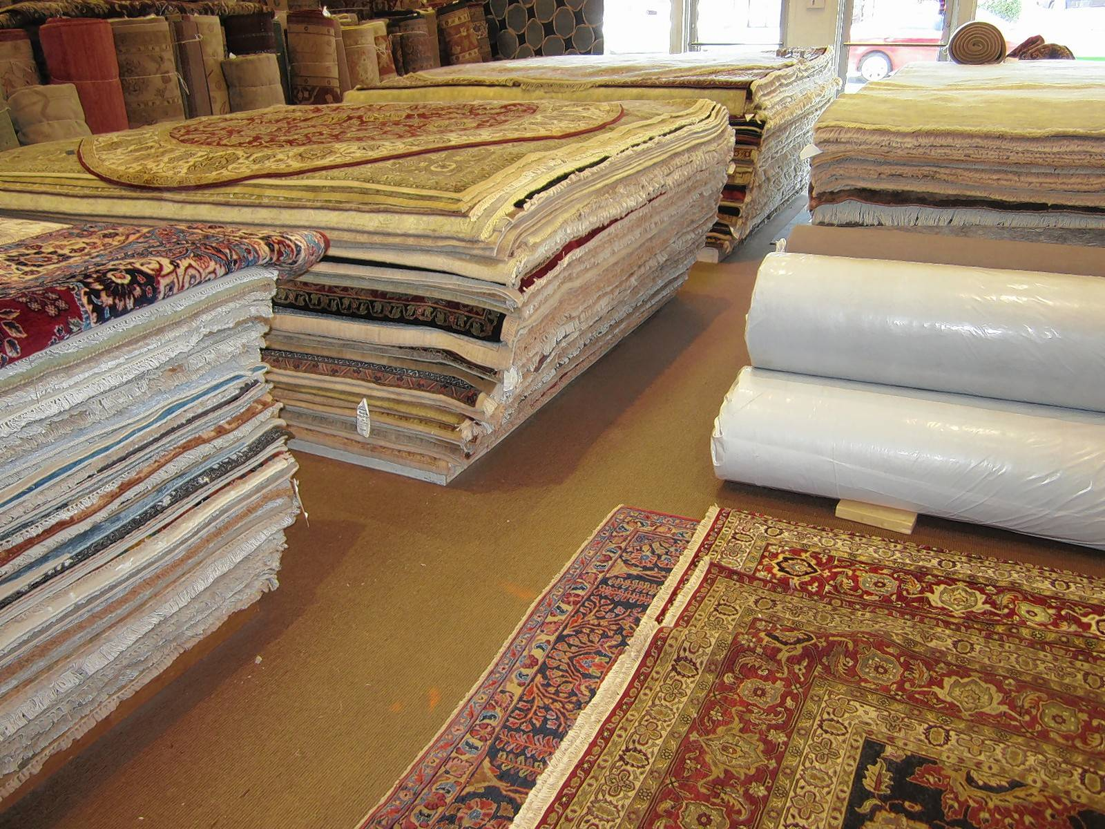 Rugport in Palatine stocks around 5,000 carpets at any given time.