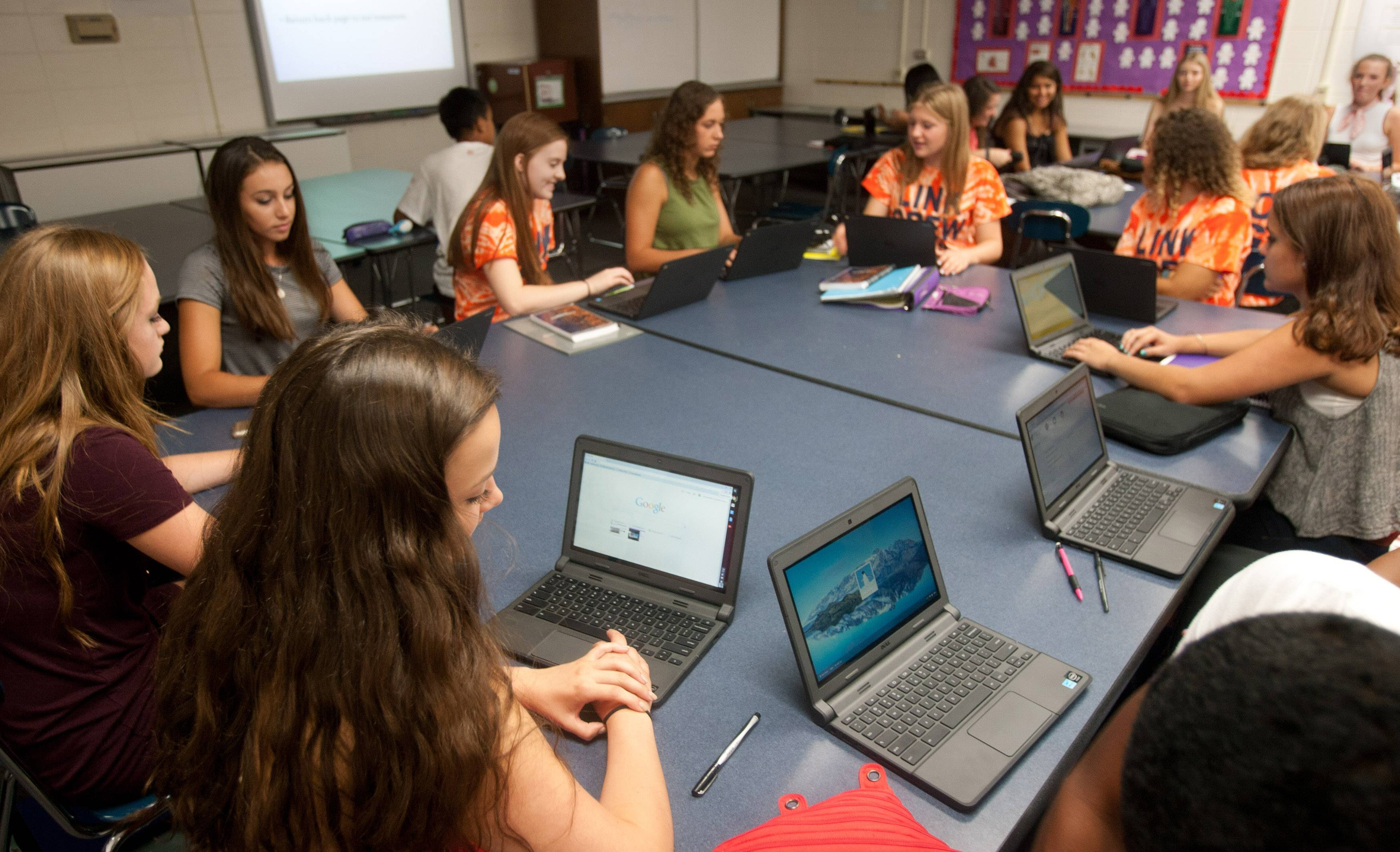 How District 203 plans to buy more students laptops