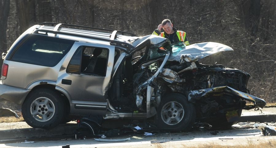 One killed, another injured in crash near Libertyville